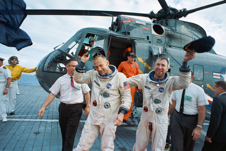 File:Gemini 12 recovery.jpg - Wikimedia Commons