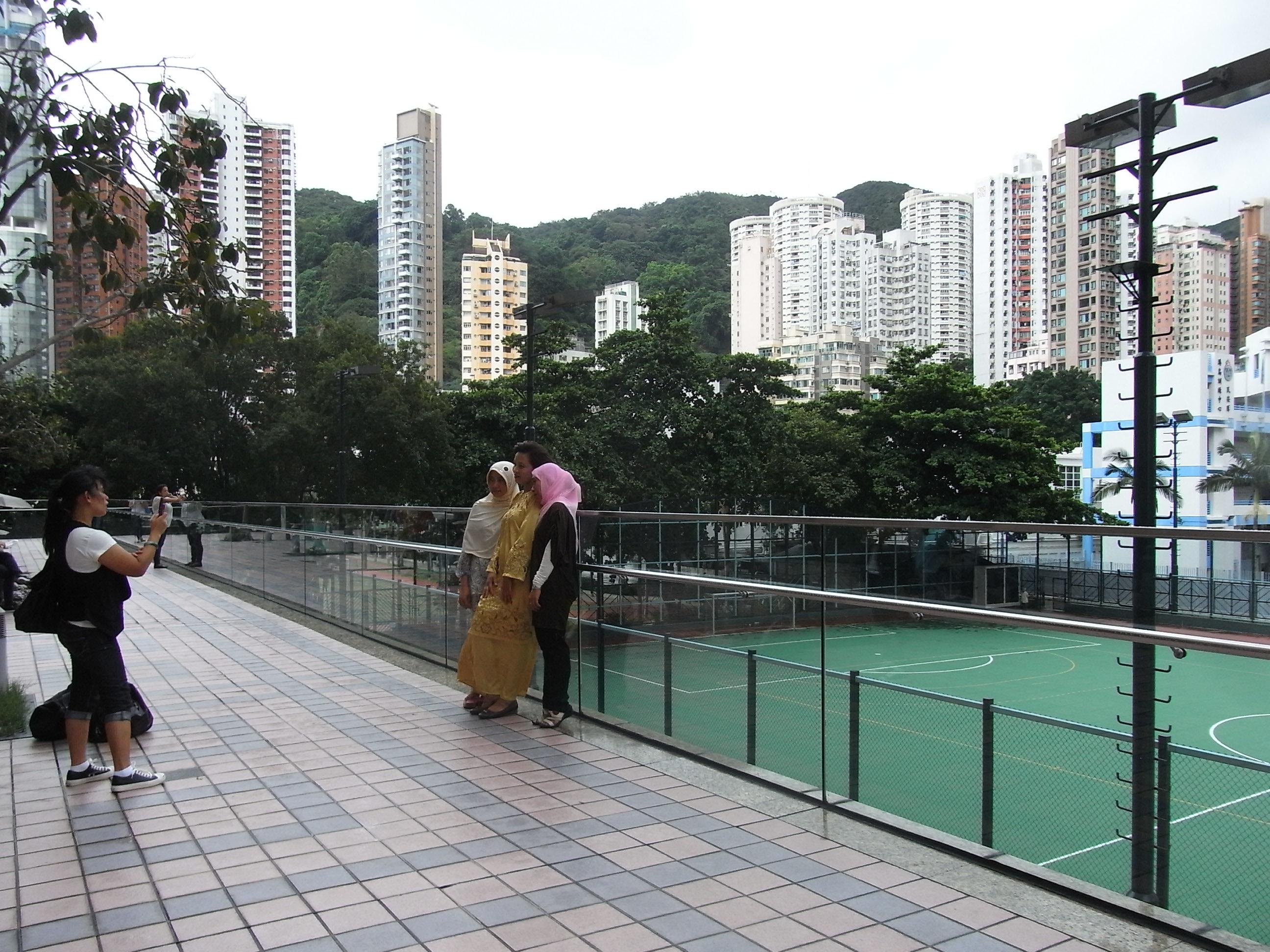 File hk causeway bay hkcl terrace fence view moreton for Terrace fence