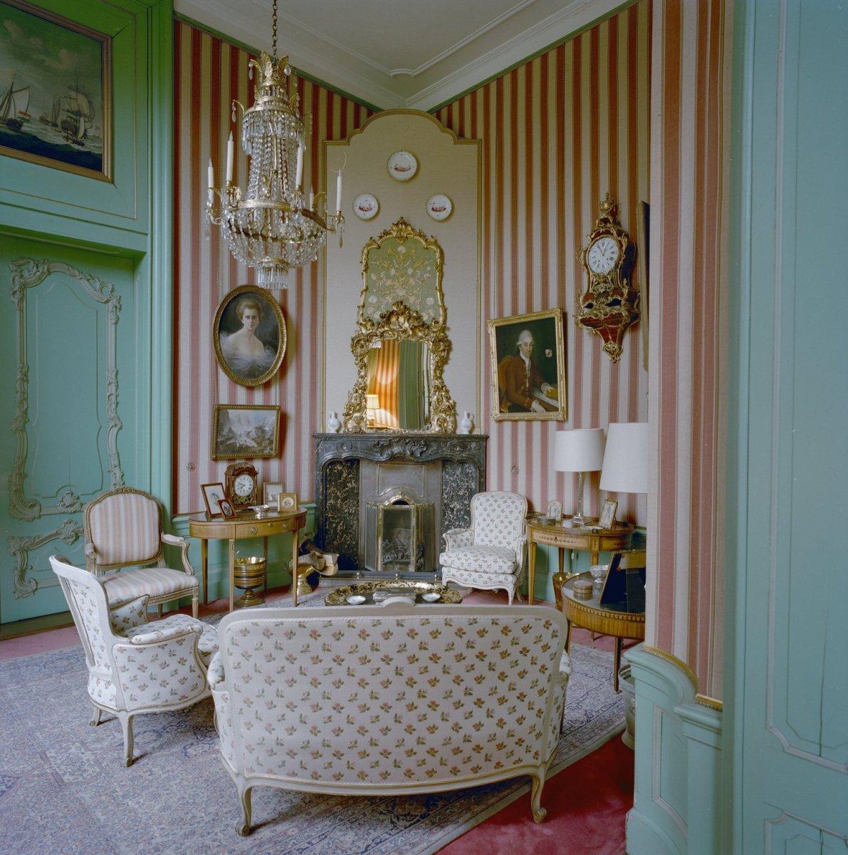 File interieur begane grond kamer met schouw boudoir for Kamer interieur