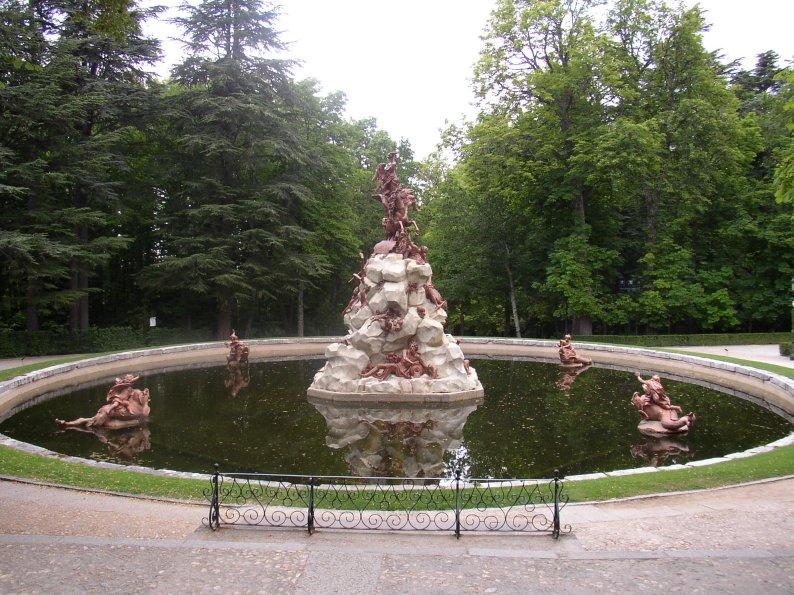Palacio real de la granja de san ildefonso palacios reales for Jardines de san ildefonso