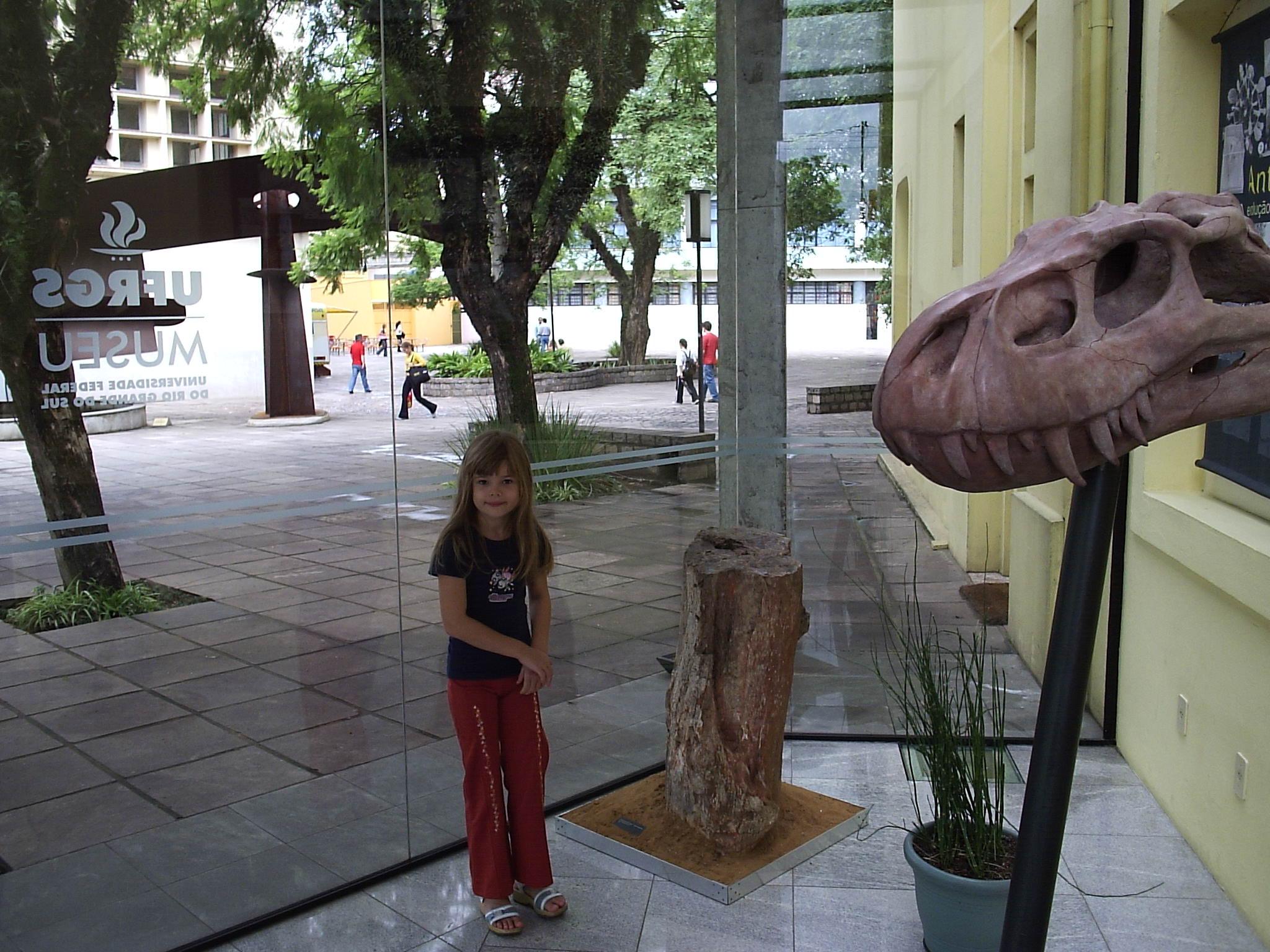 The Plaza S o Rafael Hotel performs paleontological tourism routes.