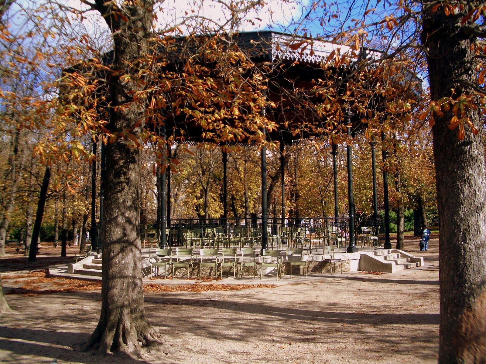 Jardin duluxembourg for Kiosque jardin des tuileries