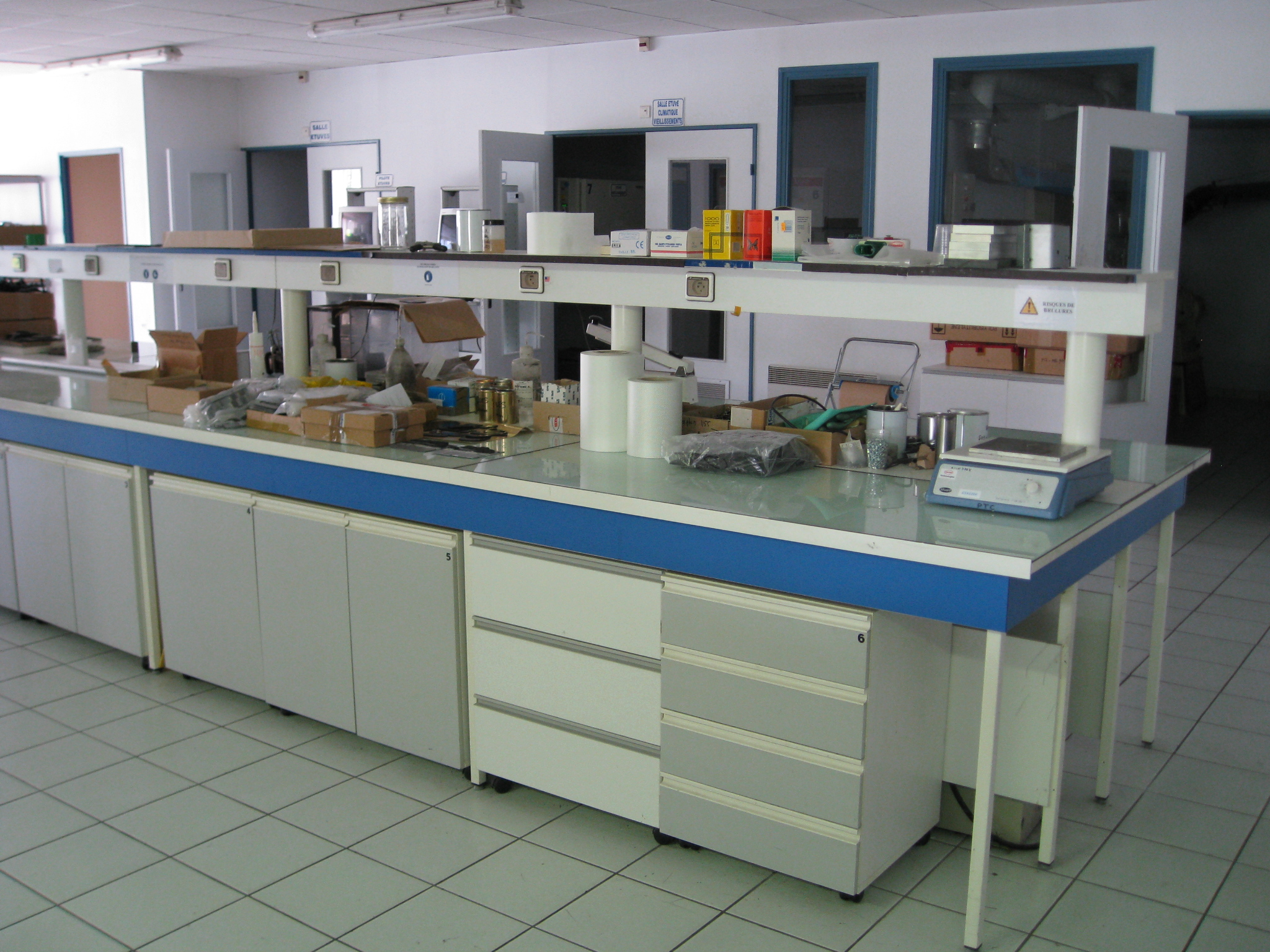File Laboratory Bench Jpg Wikimedia Commons