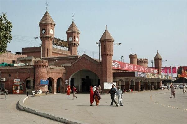 चित्र:Lahore railway station.jpeg