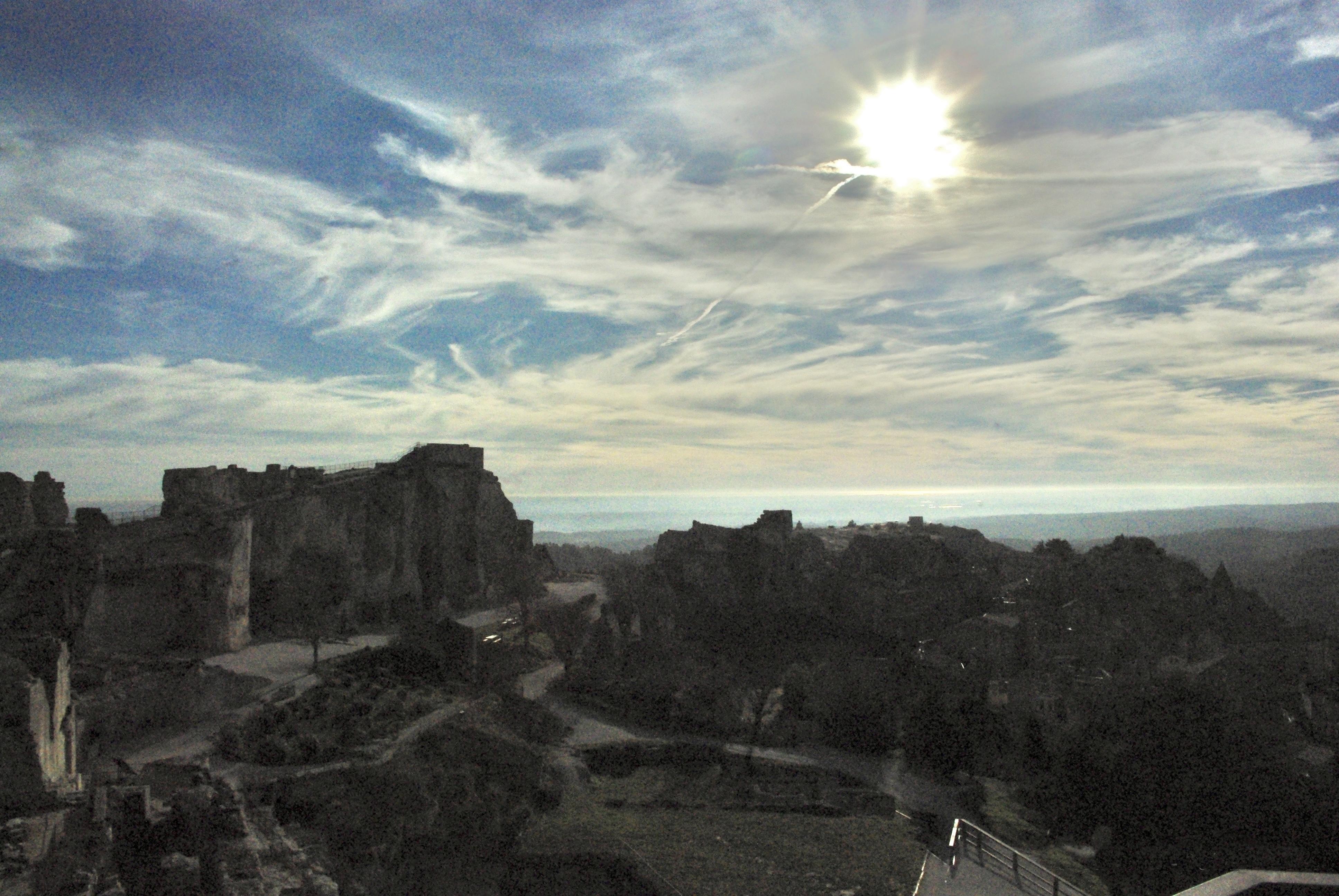 Un Chateau Dans Les Nuages file:le château, le camargue, les nuages et le couché du