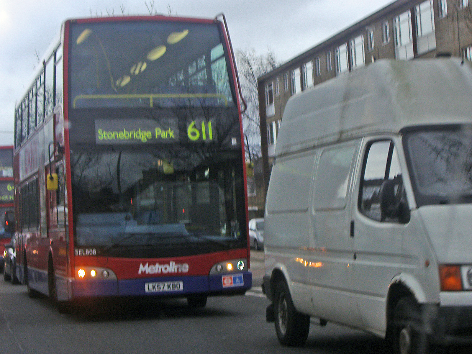 file:london buses route 611 hendon - wikimedia commons