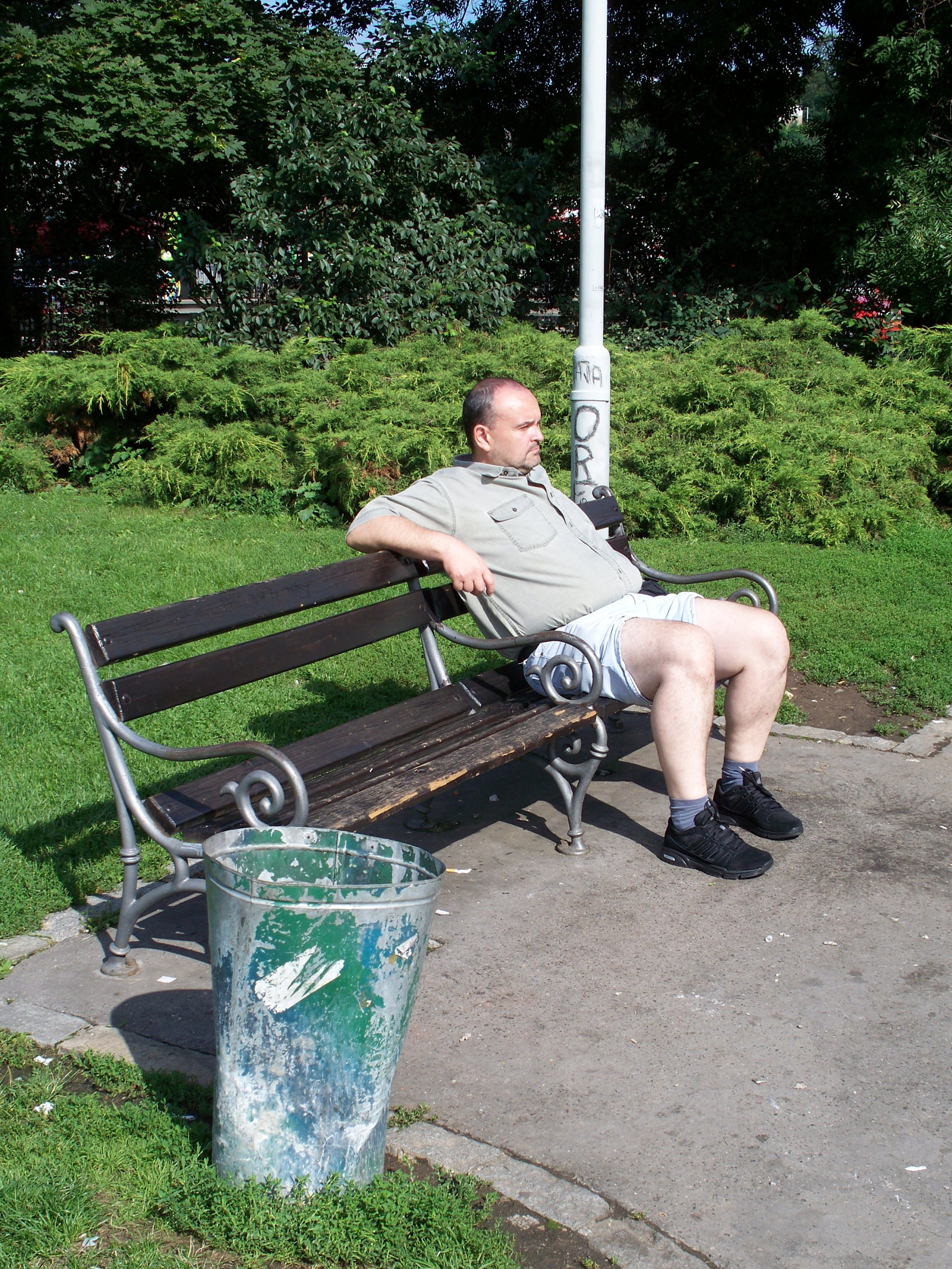 Fileman Is Sitting On A Park Bench In Praguejpg Wikimedia Commons