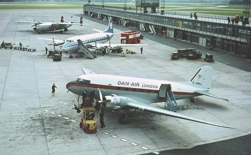 Manchester_Airport_1964.jpg