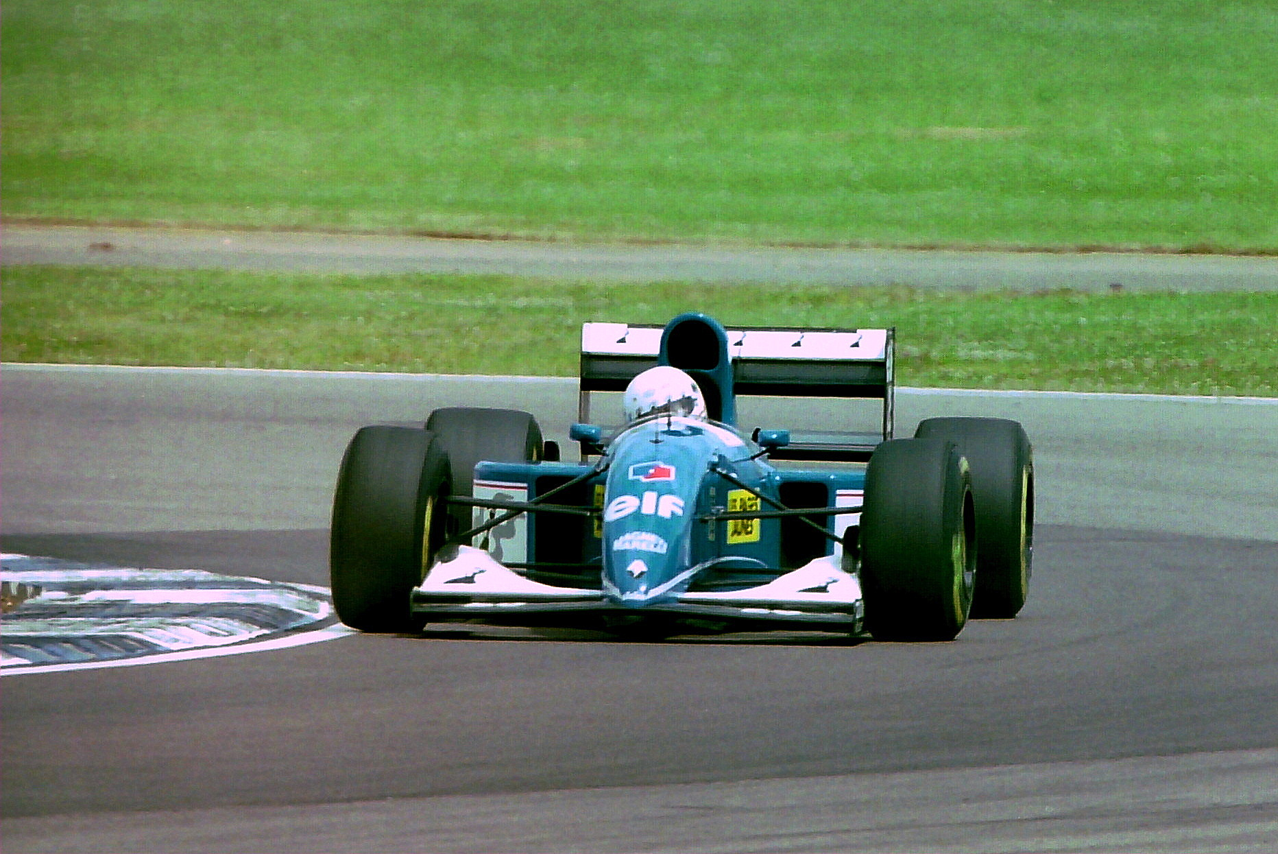 Martin_Brundle_-_Ligier_JS39_during_prac