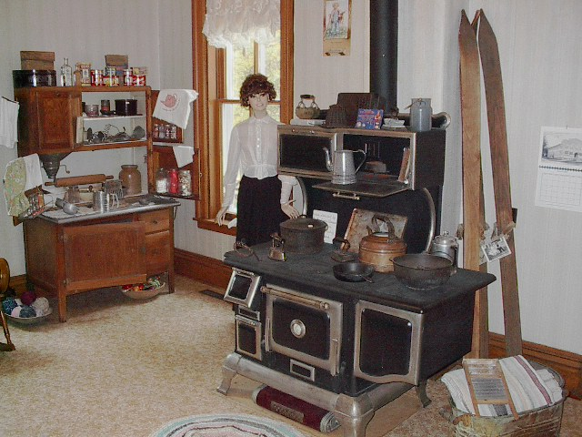 File:Mauston Wisconsinu0027s Boorman House Kitchen With Old Stove.