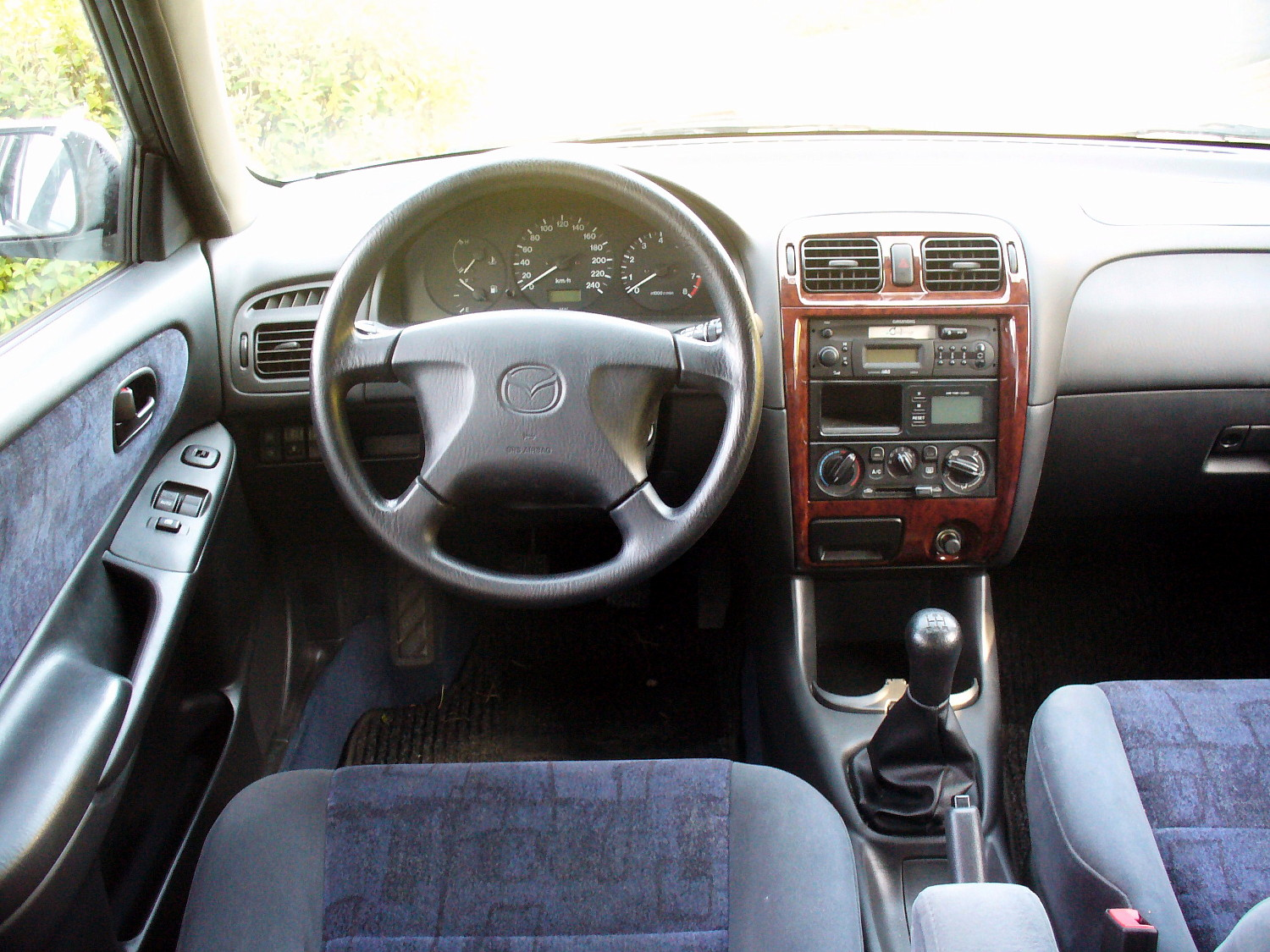 File Mazda 626 Gf 2 0 Interieur Jpg Wikimedia Commons