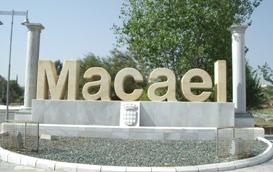 Monumento a la entrada de Macael. Realizado con blanco, amarillo y gris Macael.