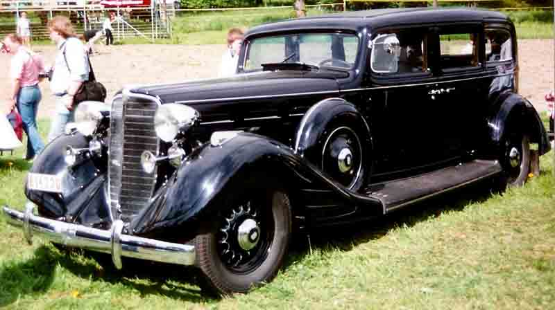 Nash_4-Door_Sedan_1934.jpg
