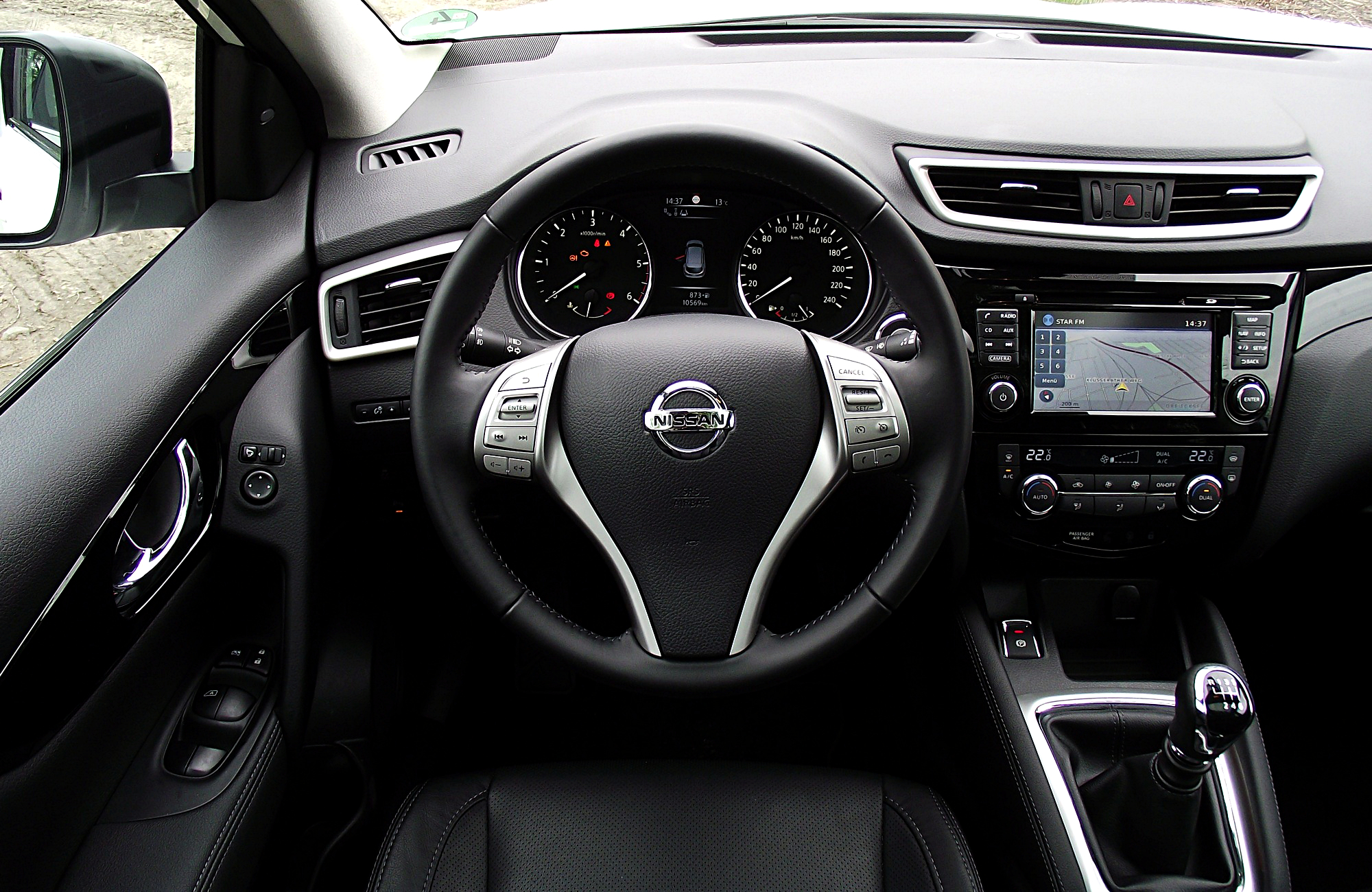 file nissan qashqai 1 6 dci all mode 4x4i tekna interieur cockpit innenraum jpg wikimedia commons. Black Bedroom Furniture Sets. Home Design Ideas