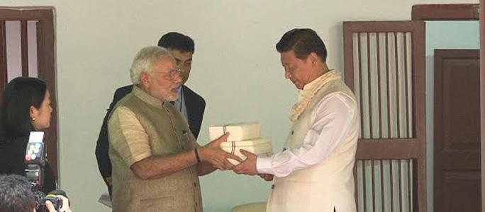 File:PM Modi and Chinese President Xi Jinping visit Sabarmati Ashram - 15089340350.jpg - Wikimedia Commons