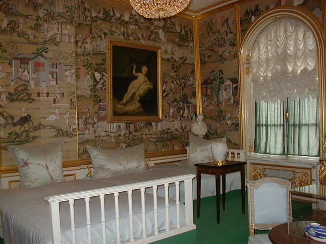 File:Peterhof interior sleeping room 20021011.jpg