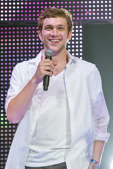 Phillip Phillips at the American Idols Live! Tour 2012 at Seattle Center%27s Key Arena, July 2012.jpg