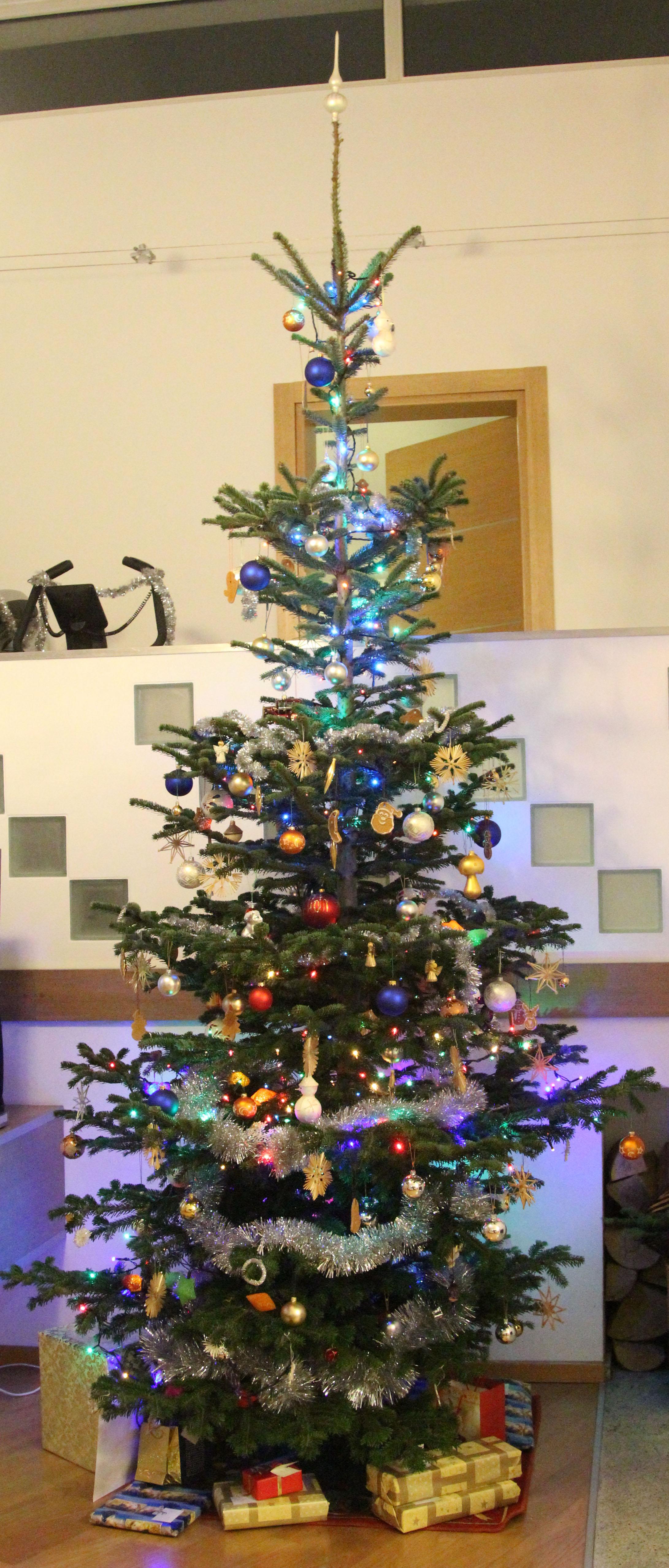 File:Polish traditional Christmas tree 2016.jpg ...