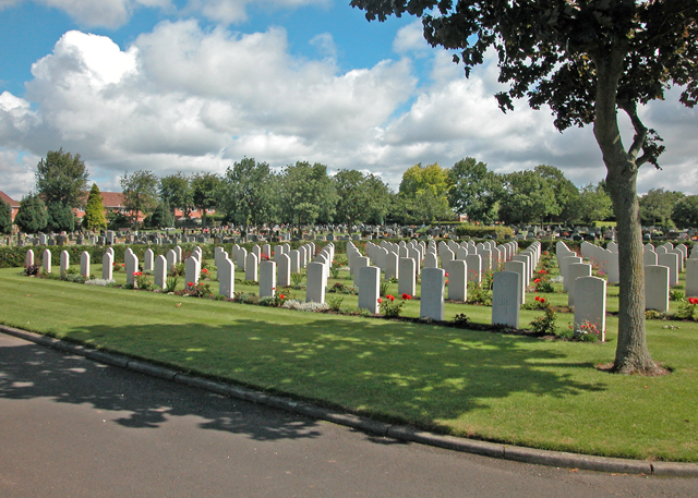 File:Polish war graves - geograph.org.uk - 1336341.jpg