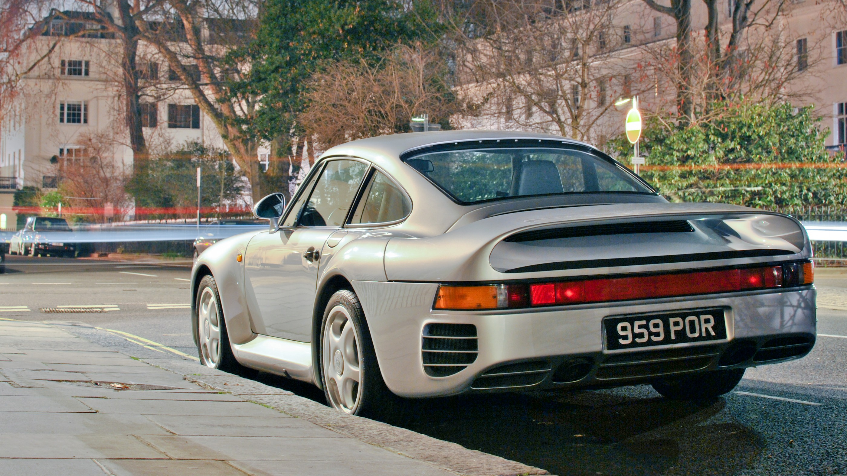 Best Uber Cars >> File:Porsche 959 (series 2) in Belgravia on 2012-03-01.jpg - Wikimedia Commons