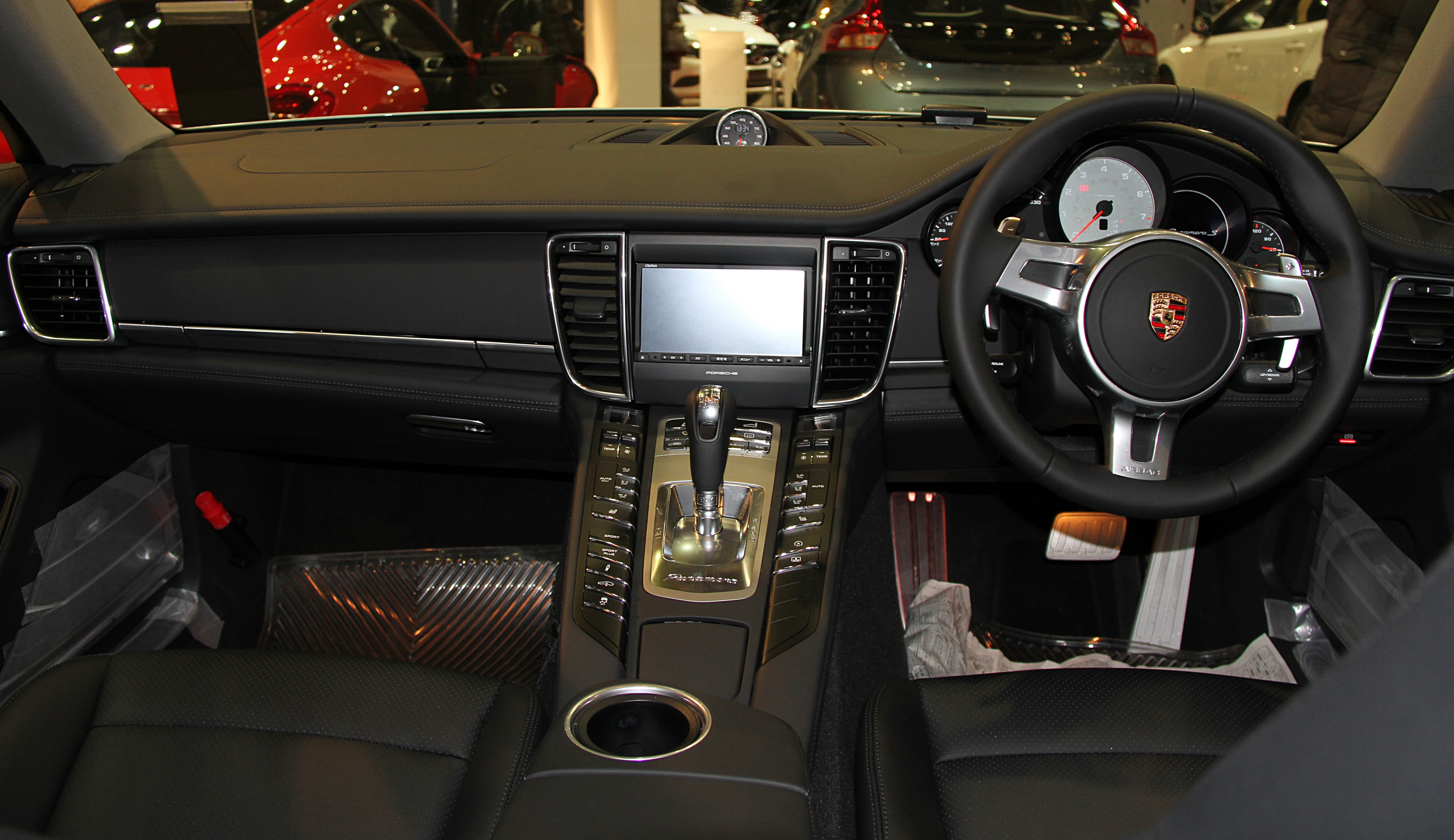 File porsche panamera s wikimedia commons for Porsche panamera interior dimensions