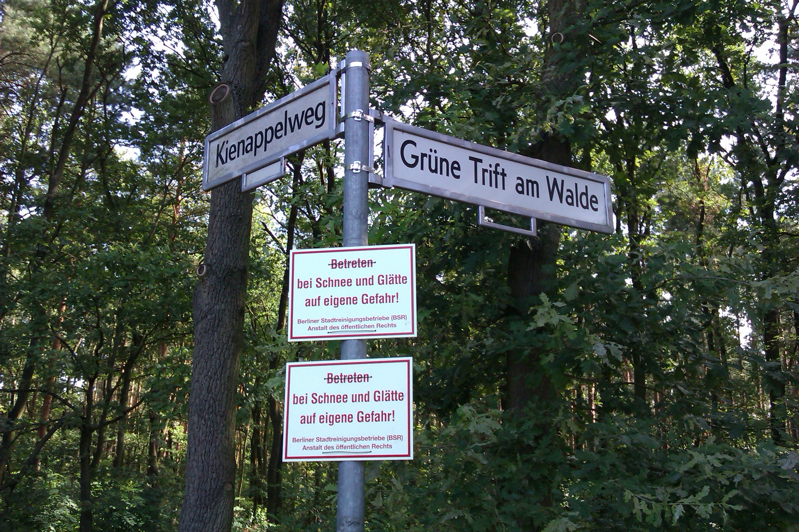 File:Redundantly redundant road sign.jpg - Wikimedia Commons