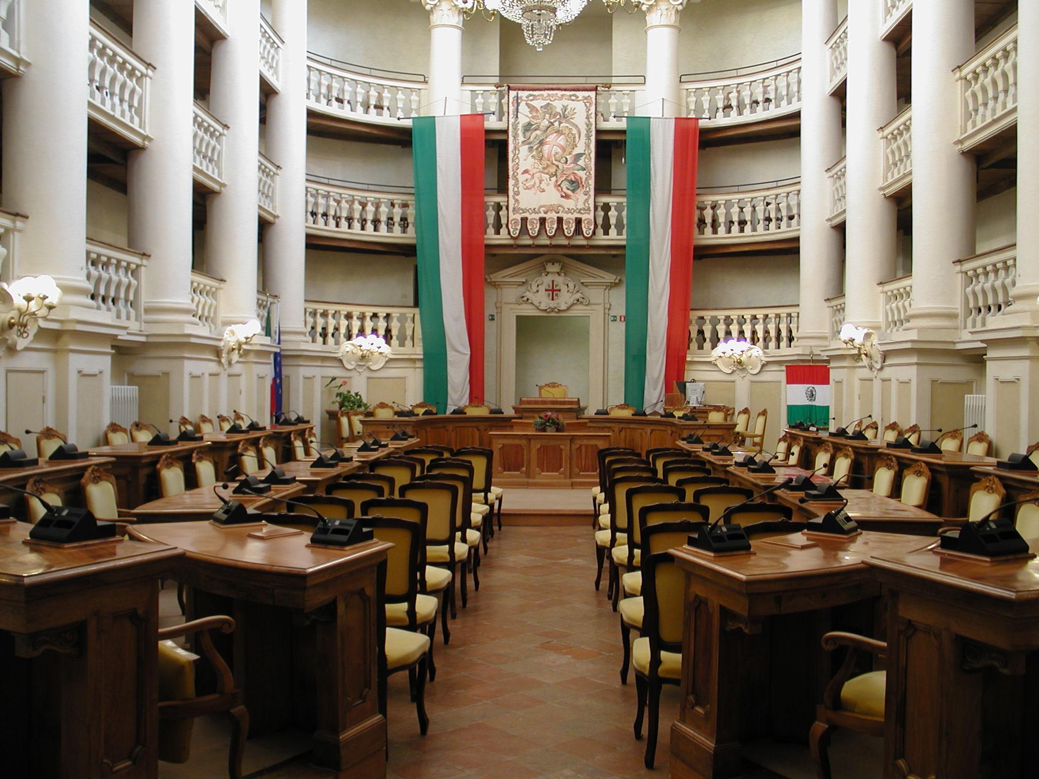 File:sala tricolore reggio emilia sedie.jpg   wikipedia