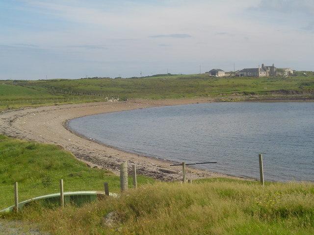 Shingle Beach, Sandwick. Looking across the small shingle beach at Sandwick towards Stoneyfield on Holm Farm.