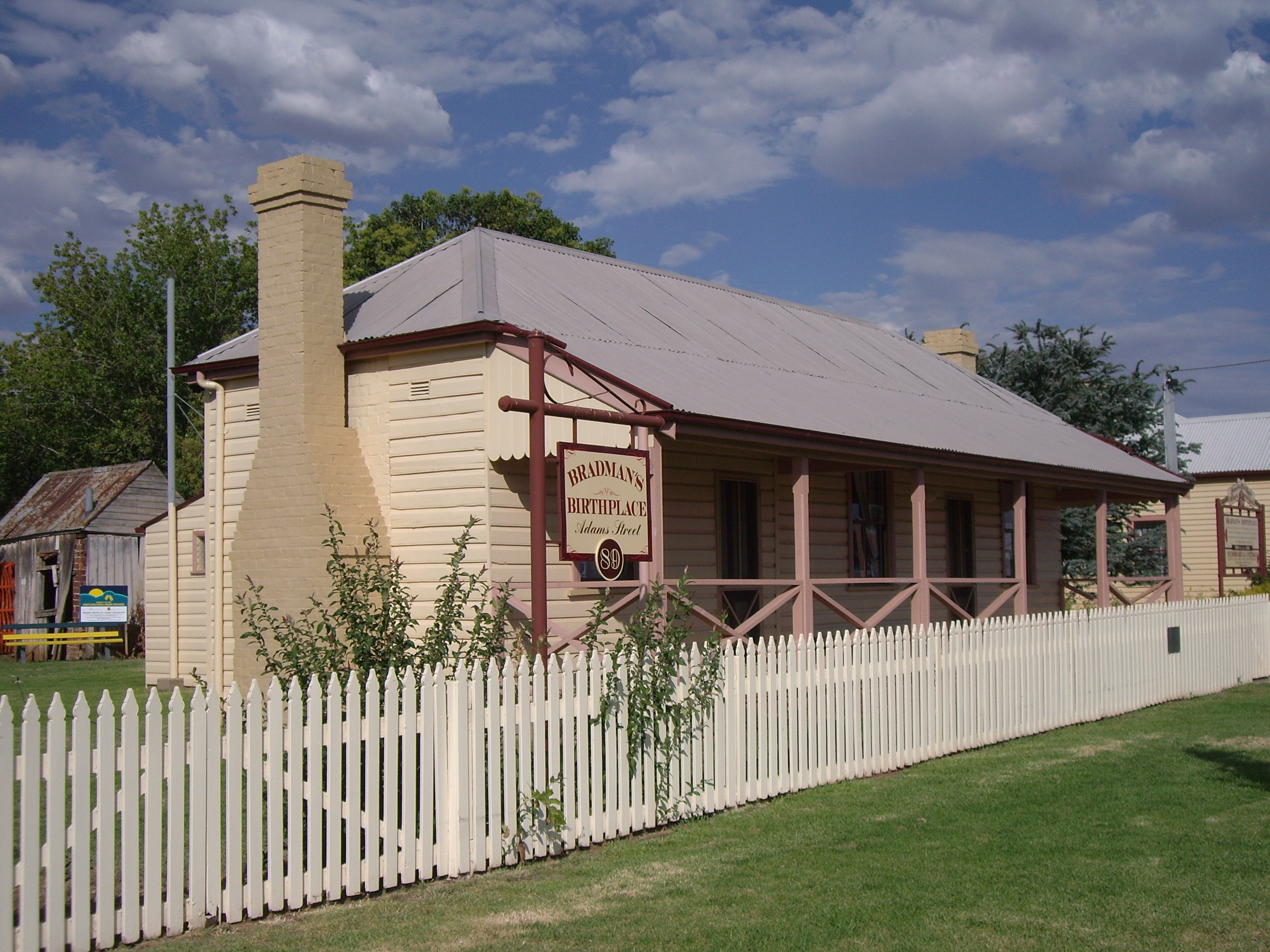 Bradman's birthplace at Cootamundra is now a museum.