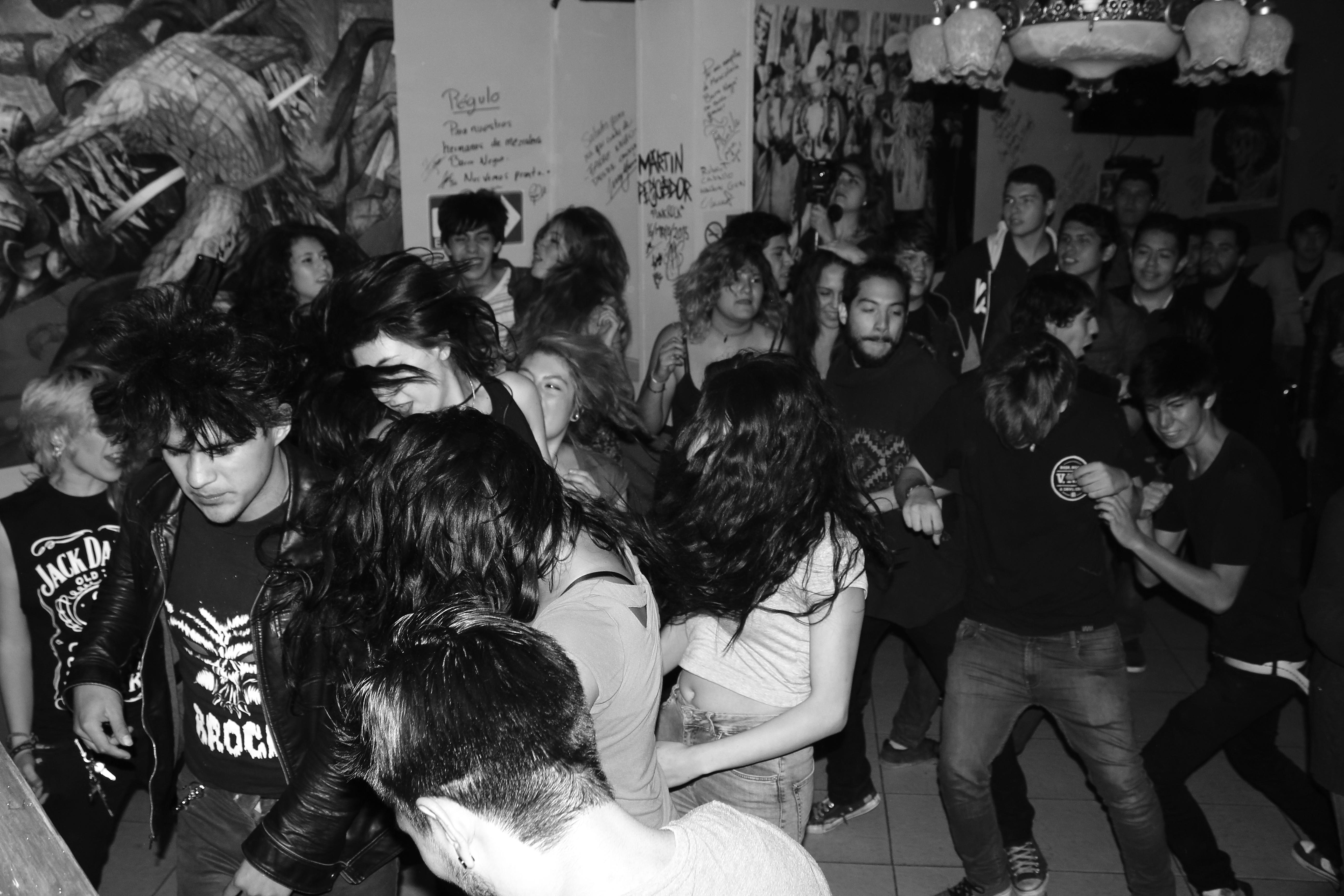 file slam durante el concierto de punk jpg wikimedia commons