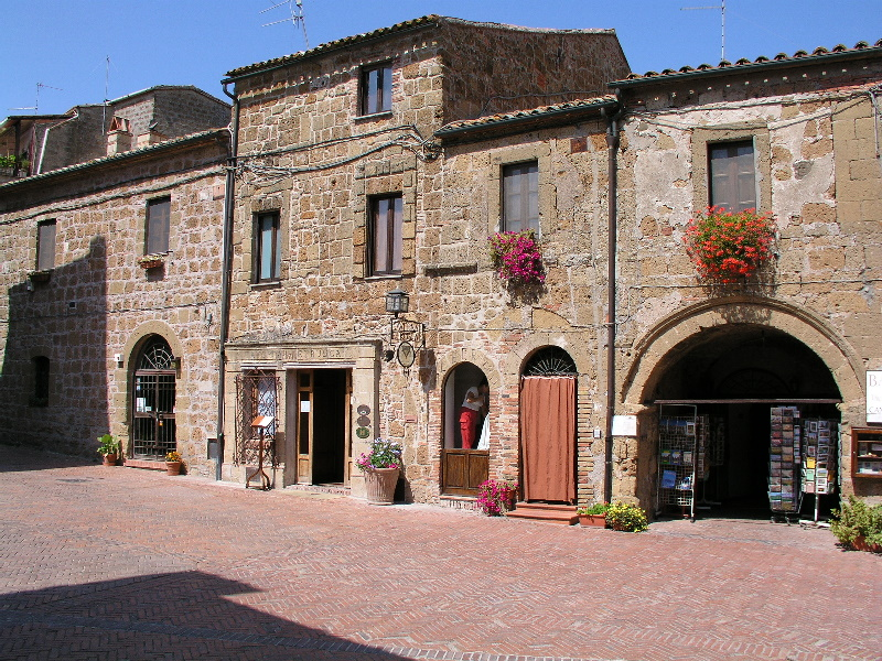 A view of a street in Sovana.