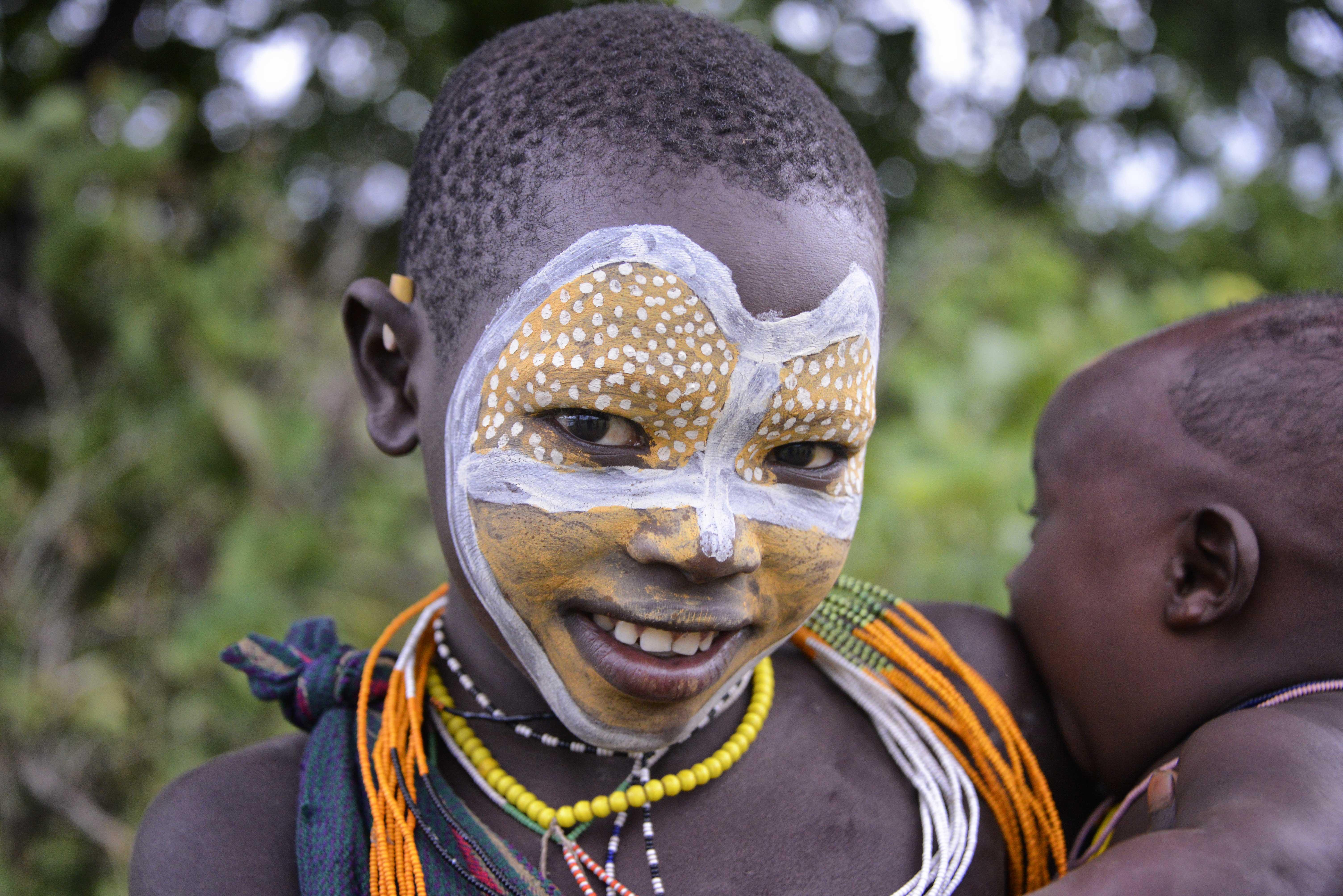 File:Surma Tribe, Kibbish, Ethiopia (9650209331).jpg - Wikimedia ...