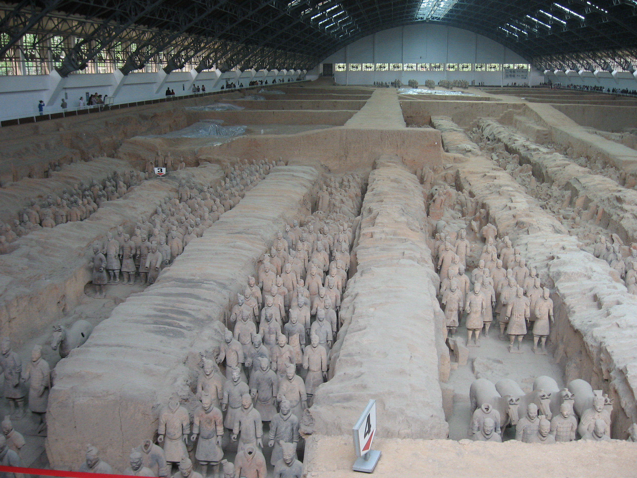 http://upload.wikimedia.org/wikipedia/commons/5/5e/Terracotta_Army-China.jpg