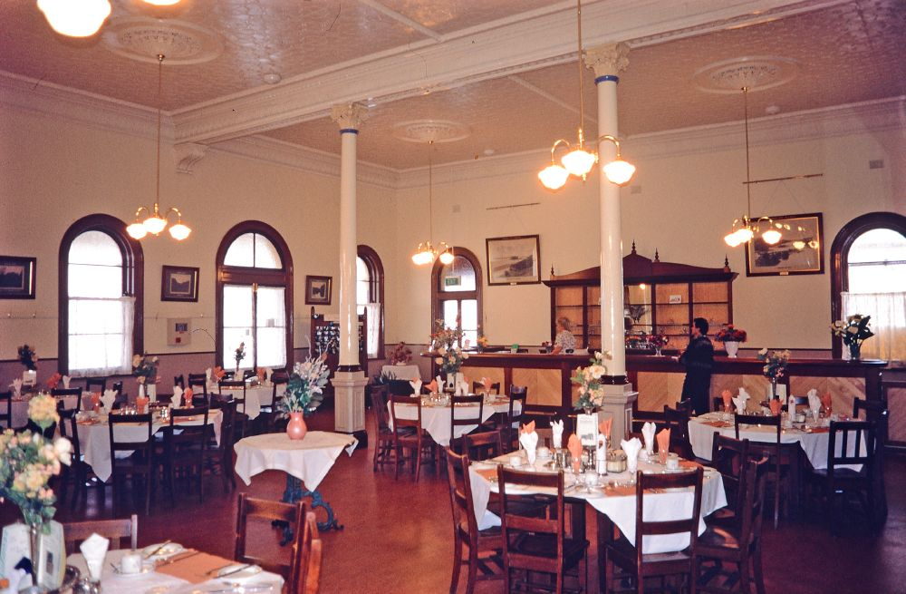 File toowoomba railway station dining room 1998 jpg for Q station dining room