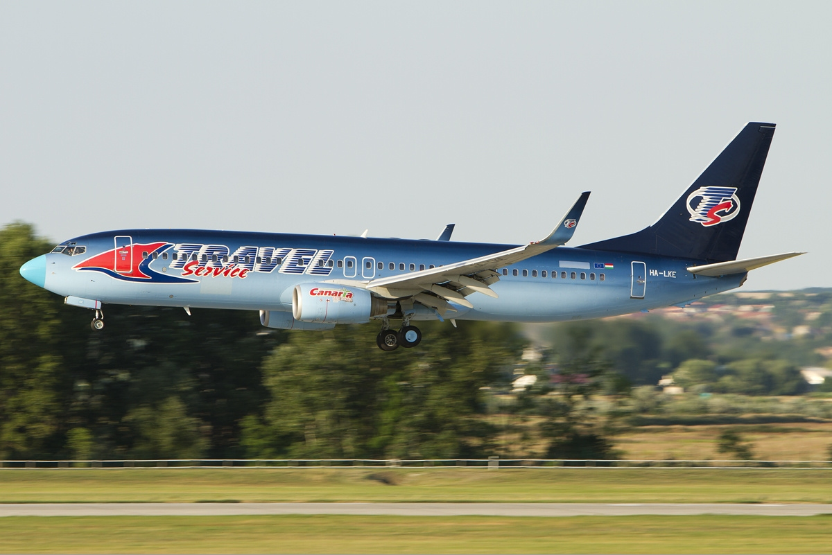 Travel_Service_Airlines_Boeing_737-800_Vekony.jpg