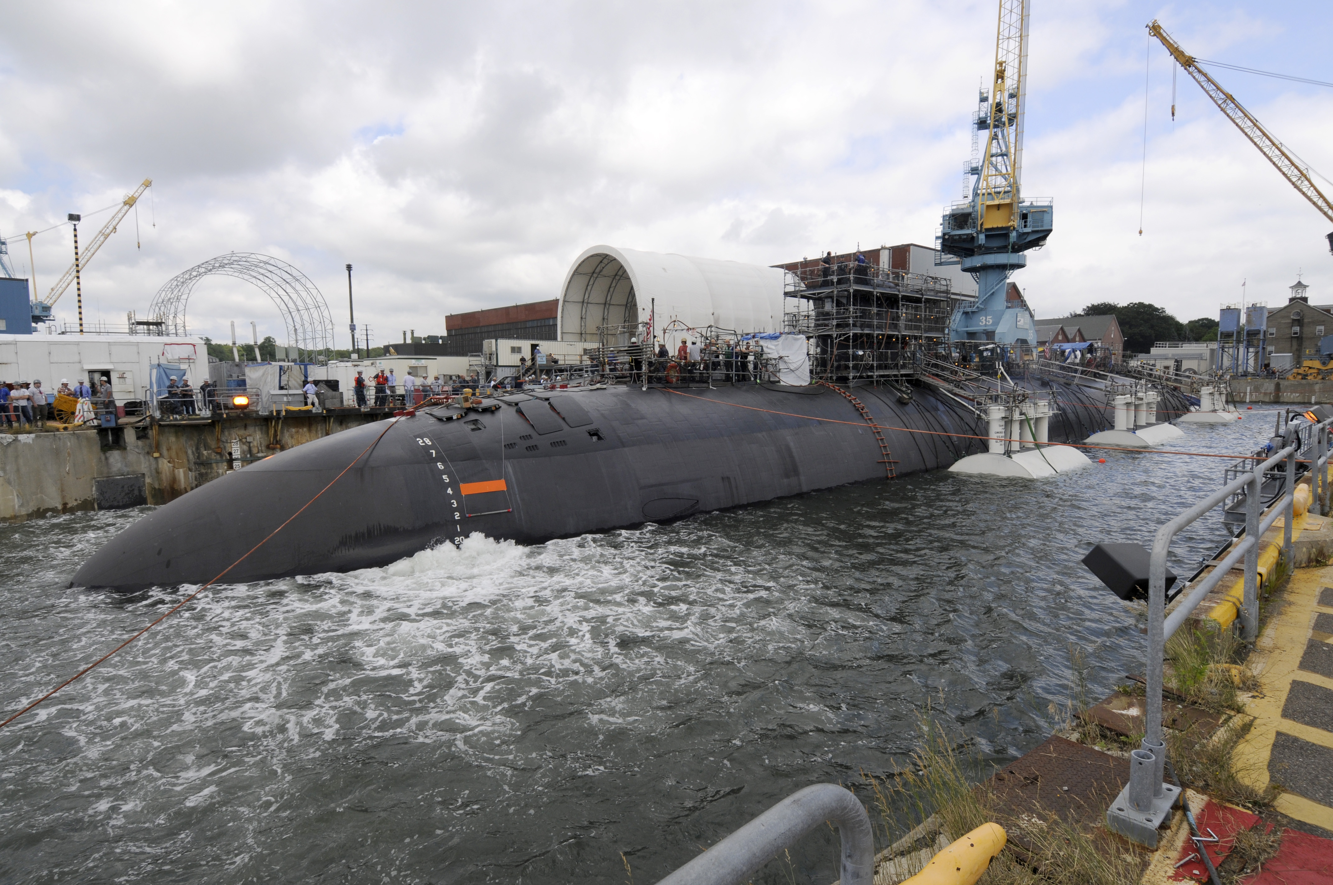 File Us Navy 110804 N Tt535 012 Shipyard Workers At