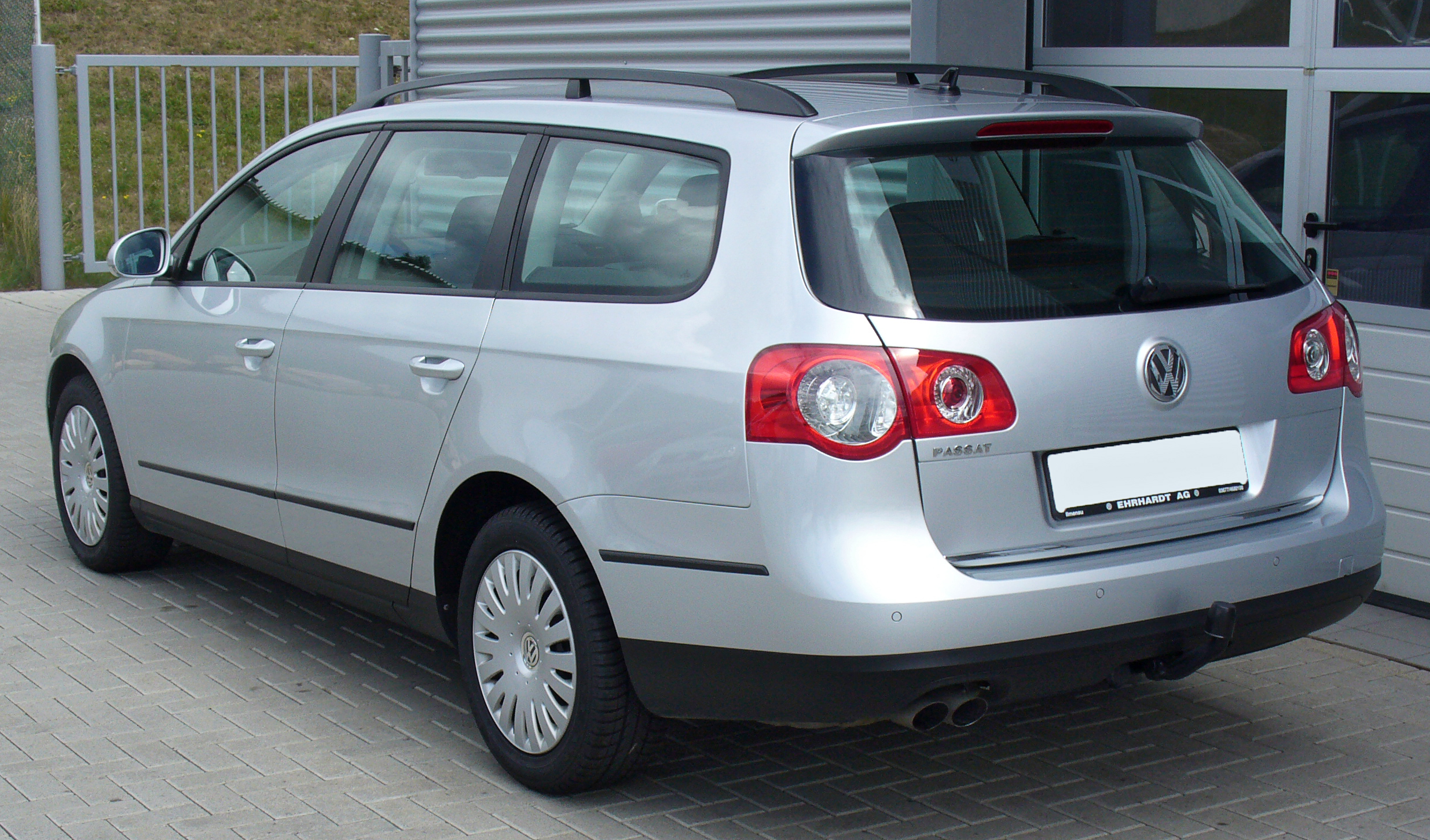 File:VW Passat Variant 2.0 TDI Trendline Reflexsilber Heck ...