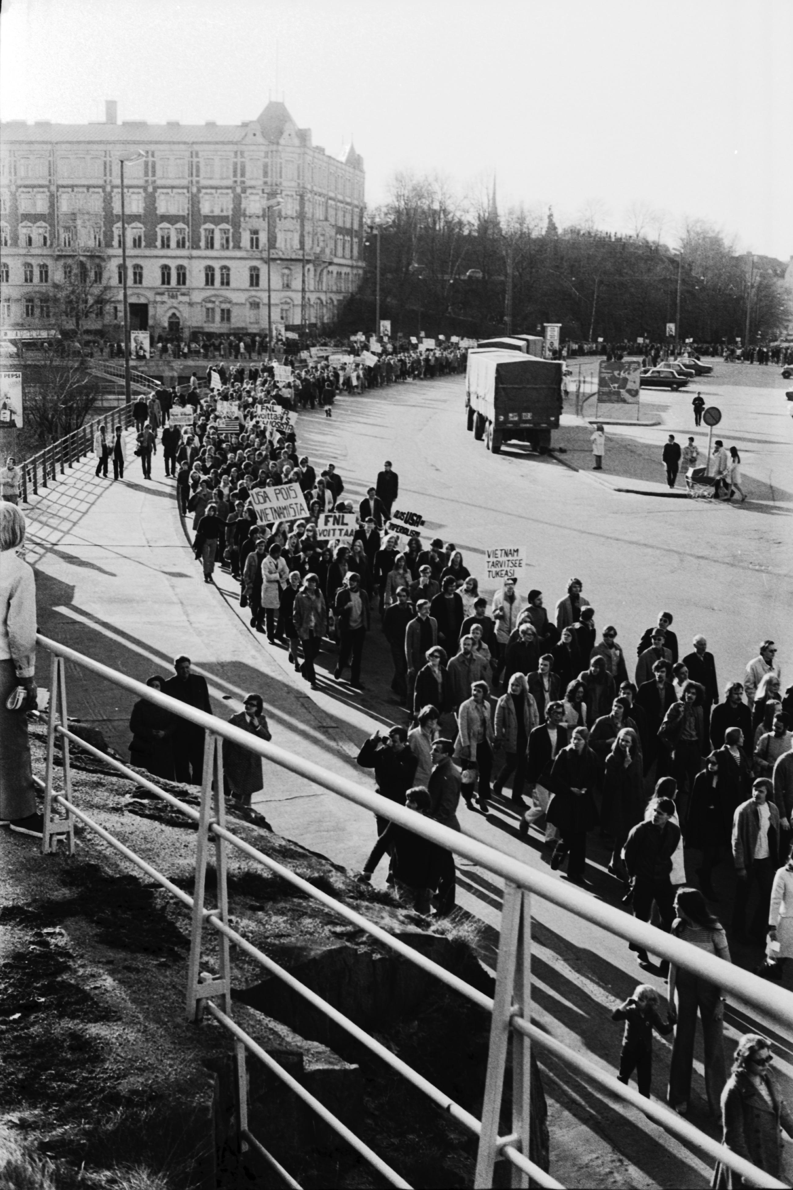 file vietnam protest 1970 helsinki jpg wikimedia commons
