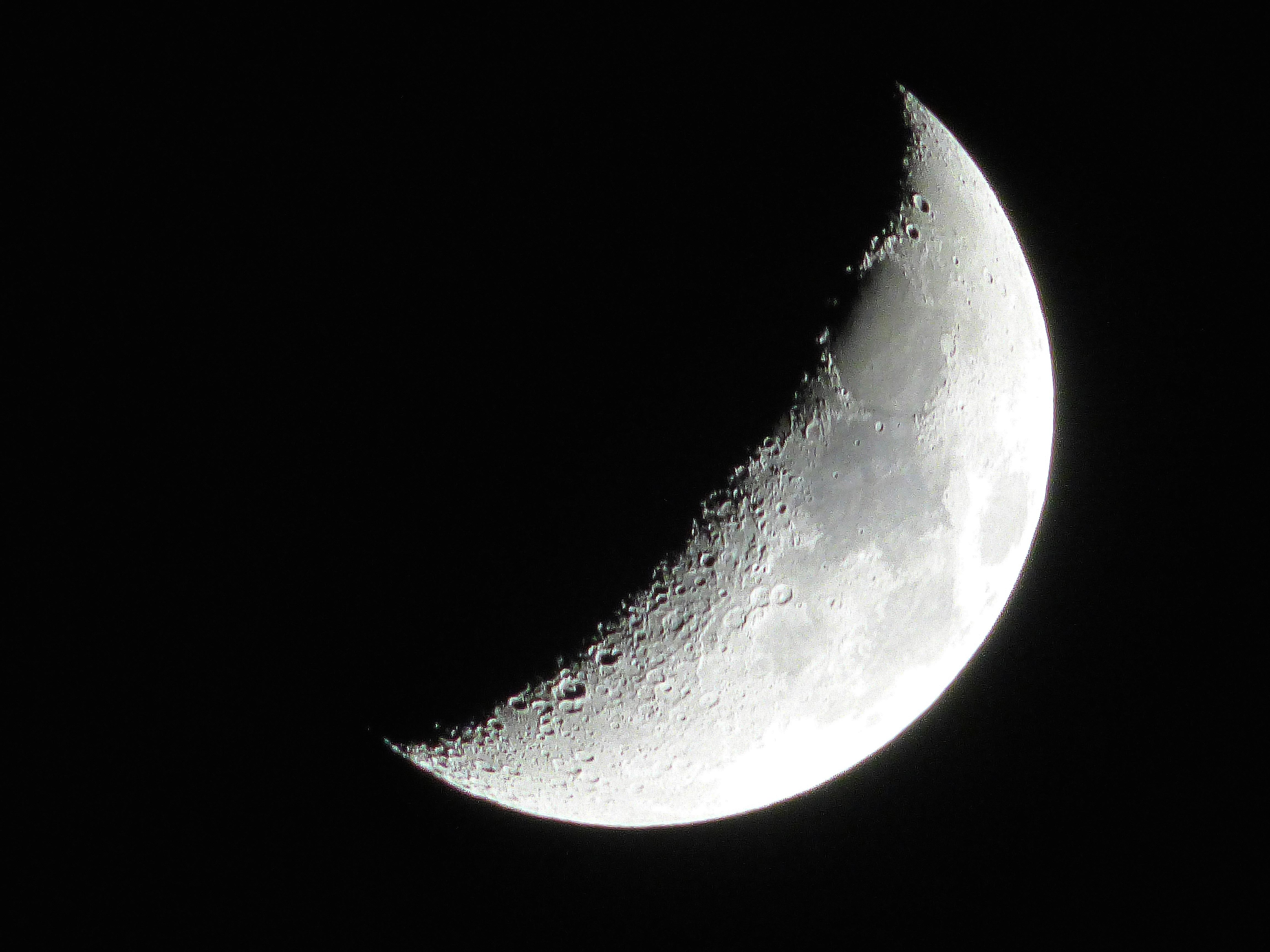 filewaxing crescent moonjpg