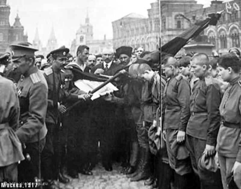 https://upload.wikimedia.org/wikipedia/commons/5/5e/Women_Death_Battalion.jpg