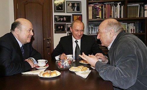 Александр Калягин, Владимир Путини Михаил Жванецкий в день открытия нового здания театра «Et Cetera»,30 ноября 2005 года