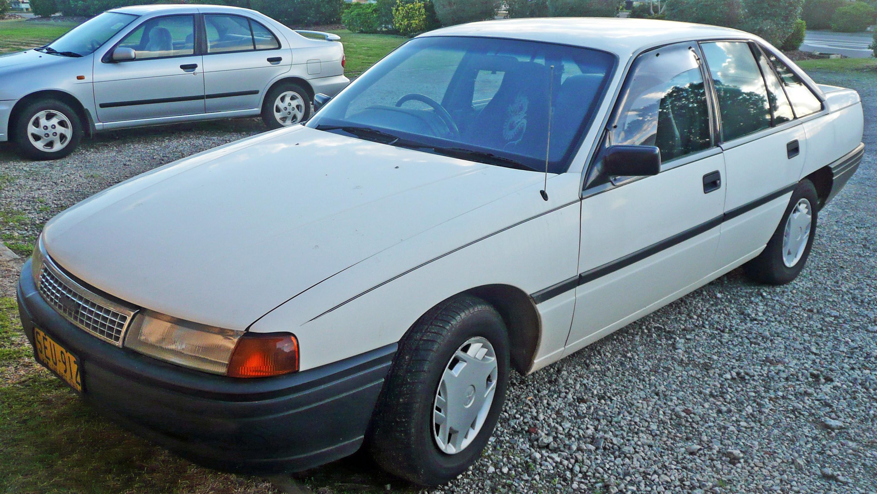 File 1990 Toyota Lexcen T1 Sedan 2009 06 19 01 Jpg