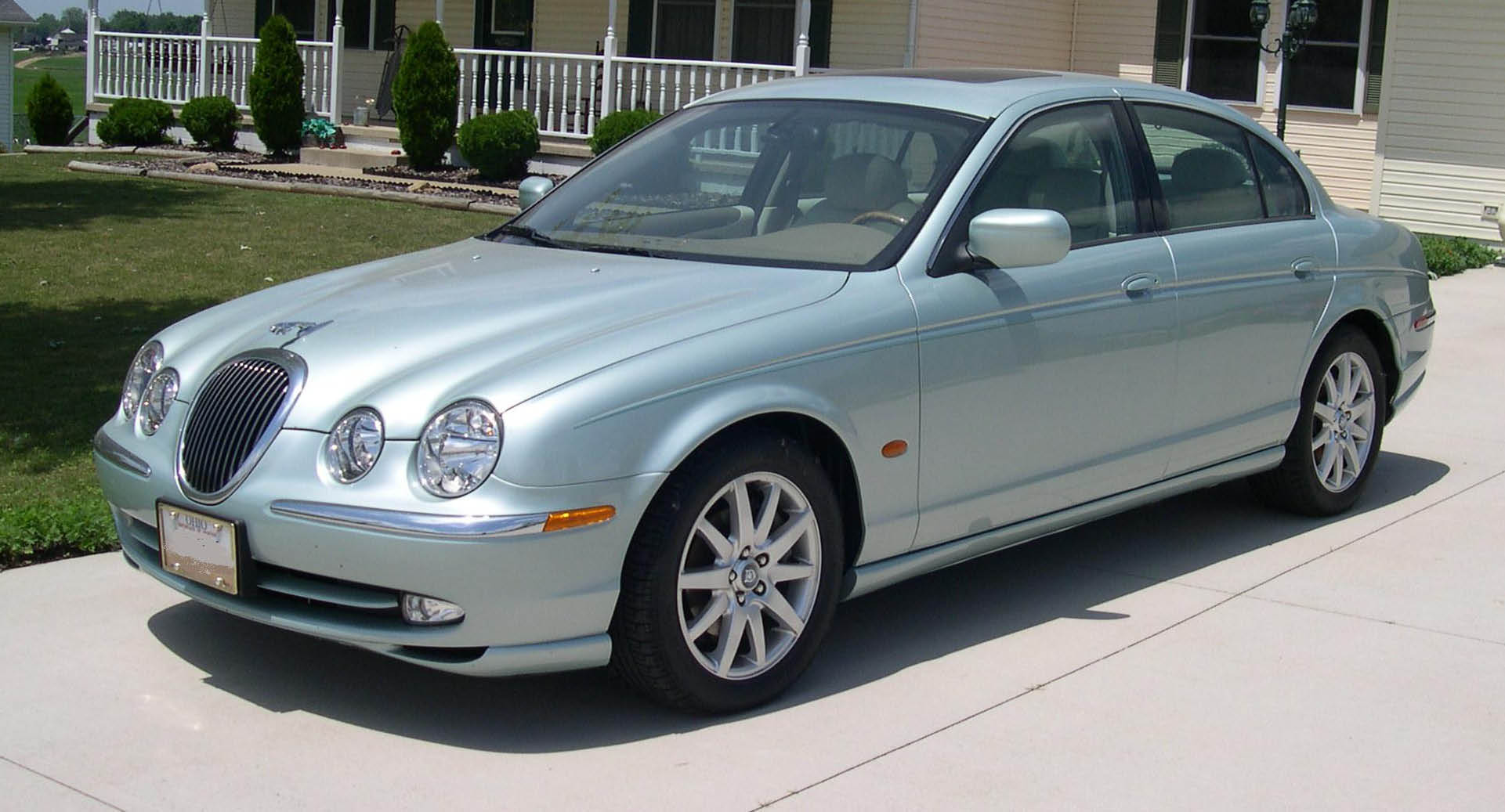 Elegant File:2001 Jaguar S Type.JPG