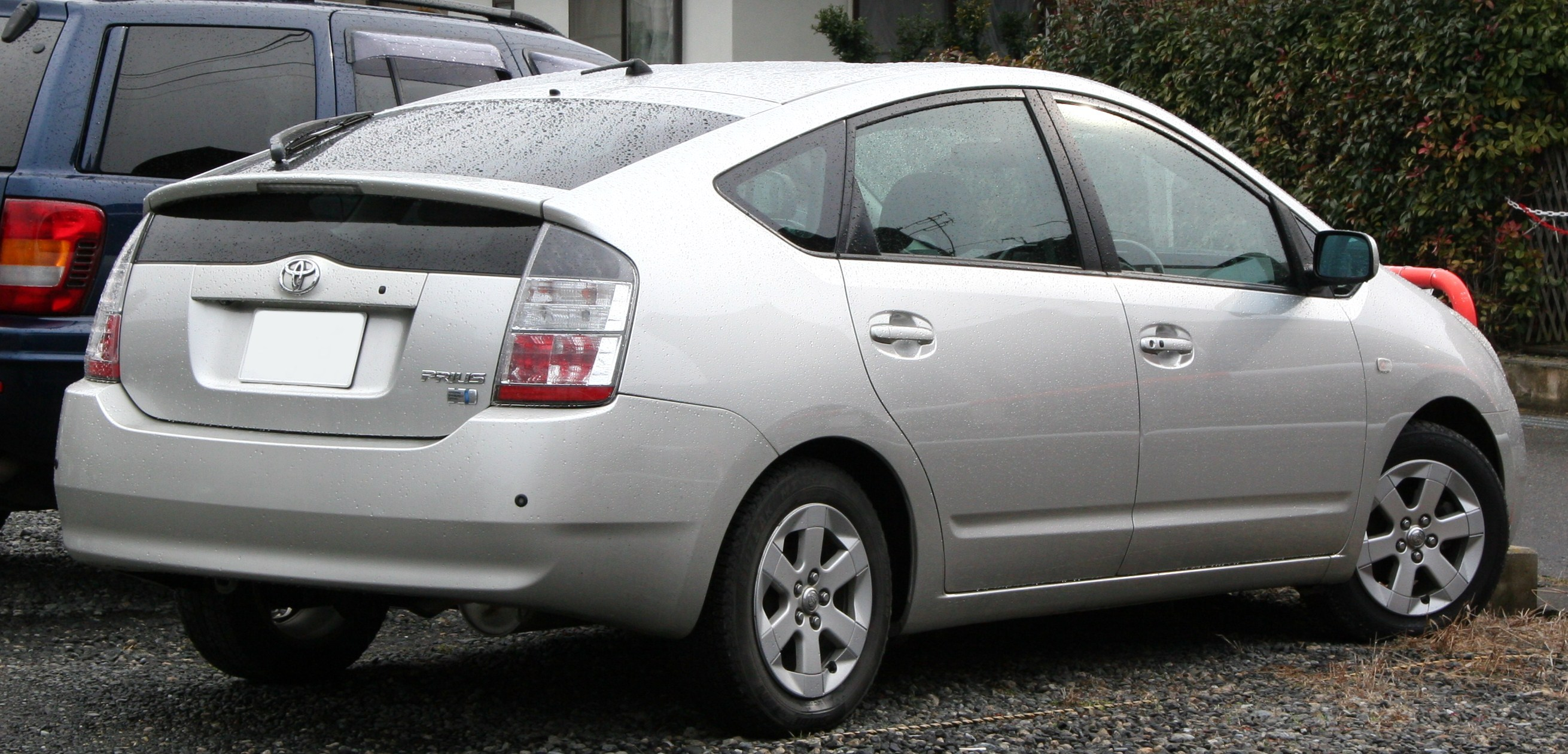 File 2003 2005 Toyota Prius Rear Jpg Wikimedia Commons
