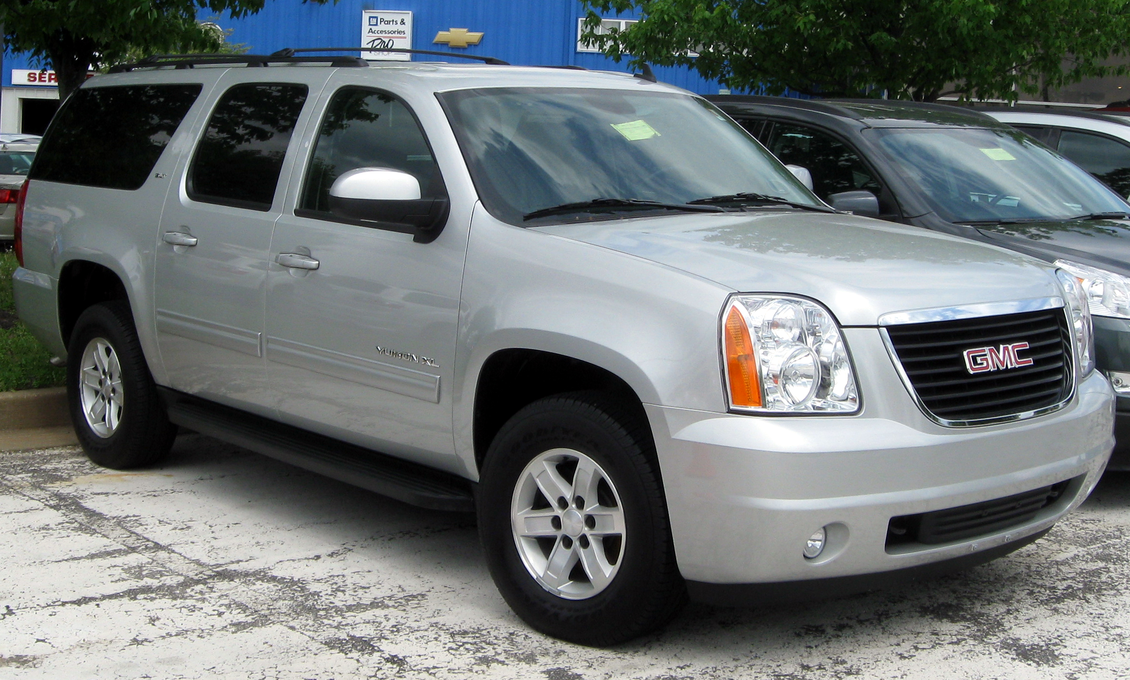 Description 2010 GMC Yukon XL SLT -- 05-06-2011.jpg