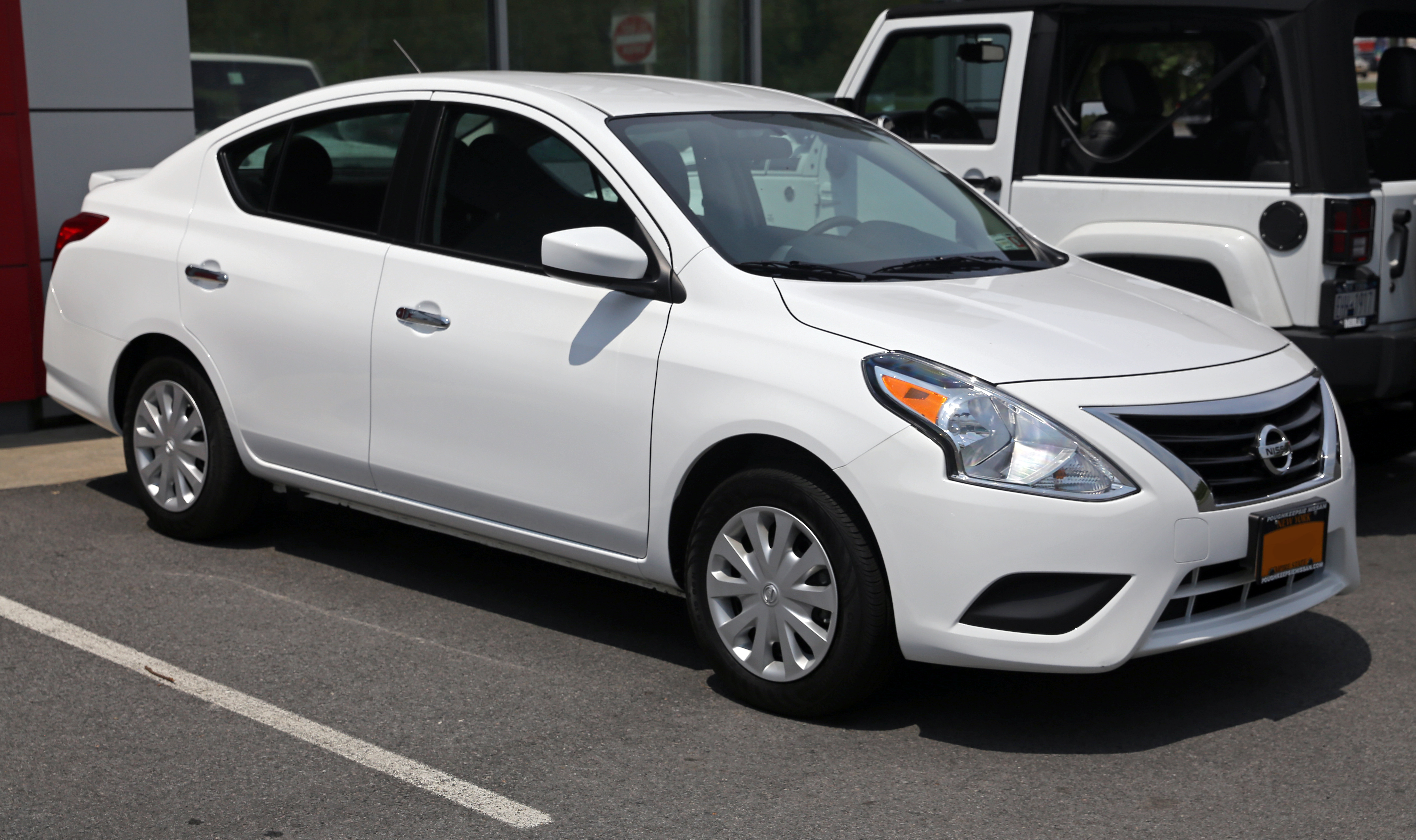 File 2015 Nissan Versa Sv Facelift Model Front Right