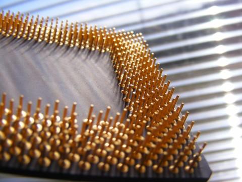 Como recuperar ouro em pinos de computador banhados a ouro