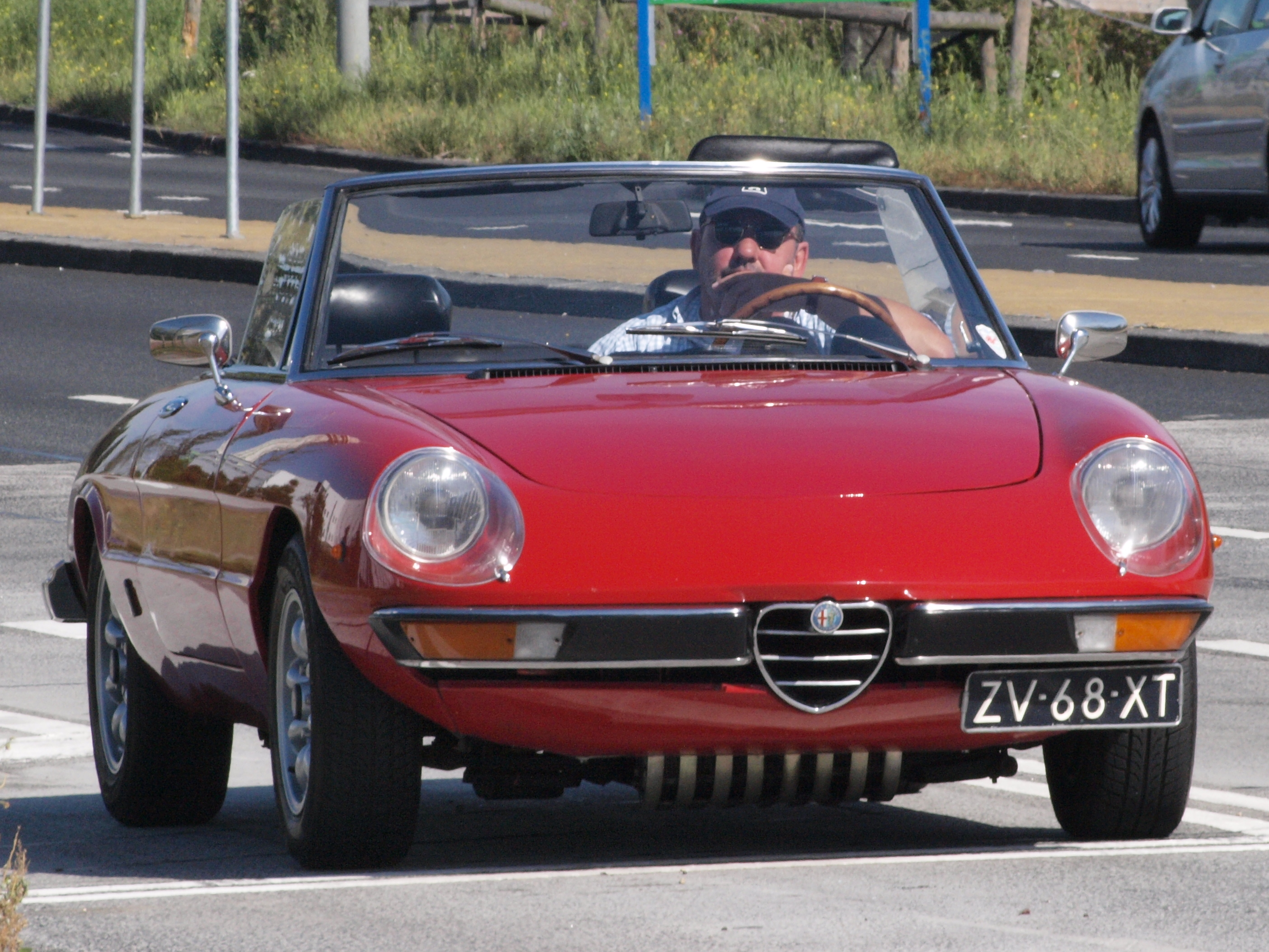 Alfa_Romeo_2000_Spider_Veloce_ZV-68-XT_pic1.jpg