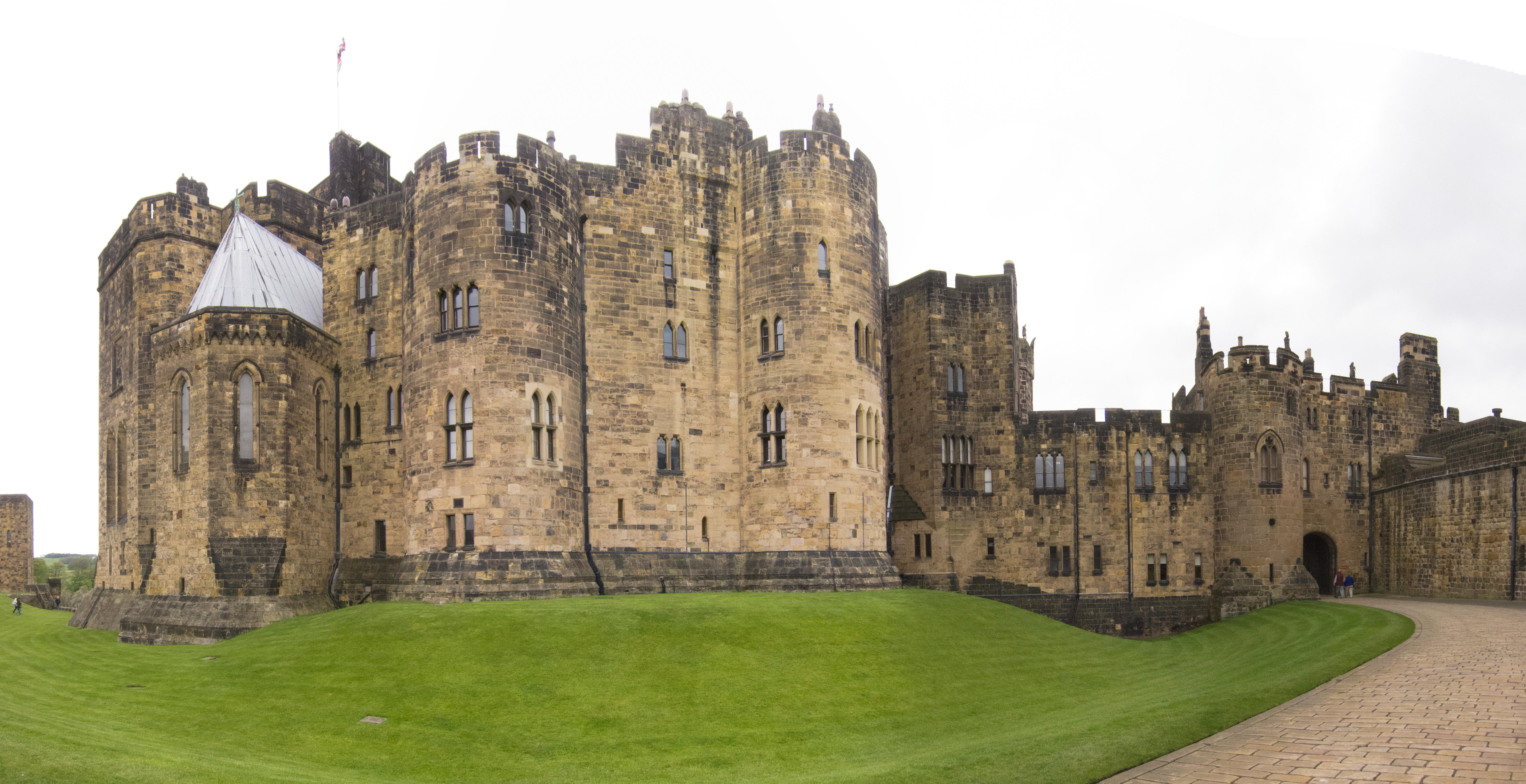 filealnwick castle main panorama 26654322882jpg - Open Castle 2016