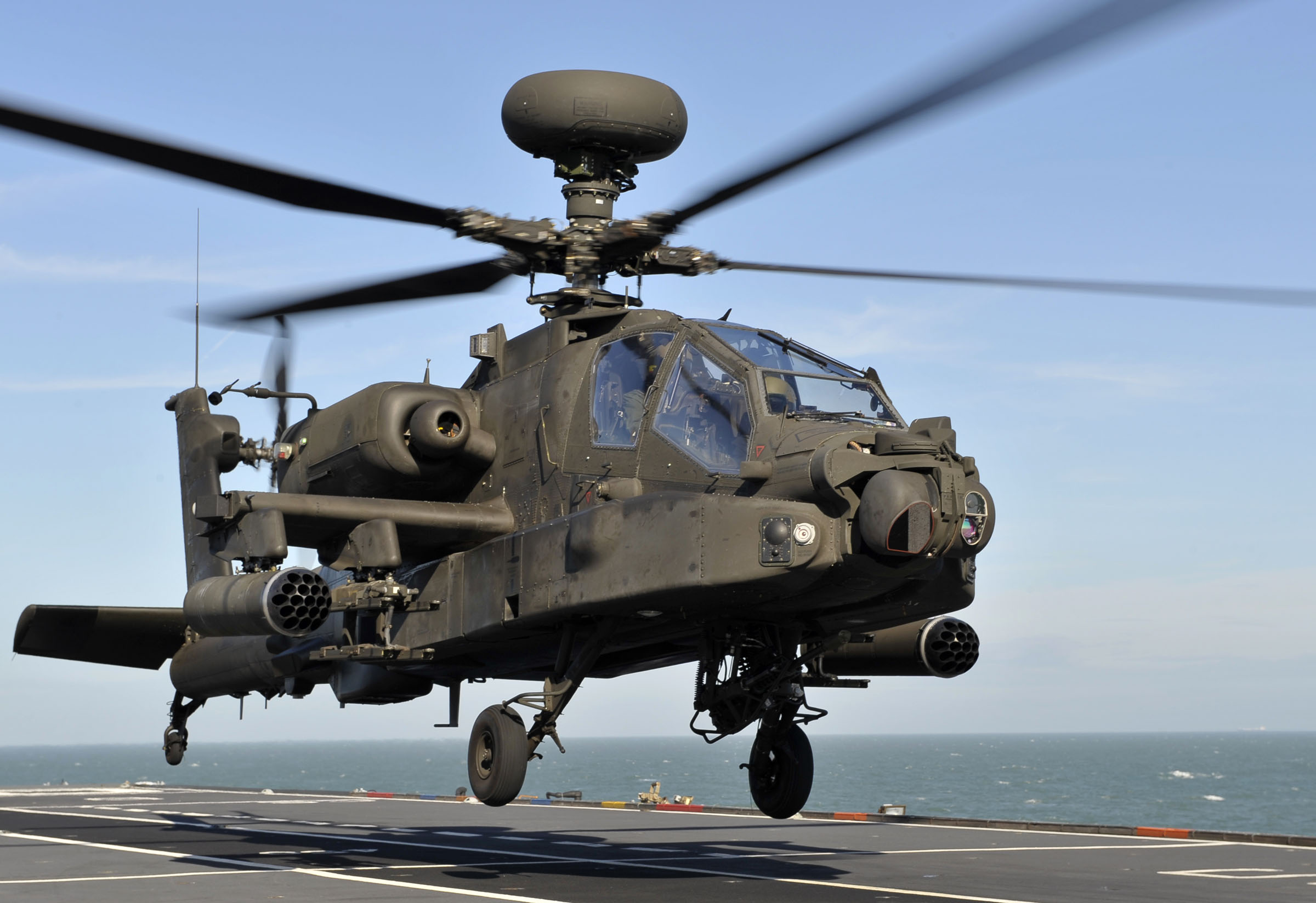 Elicottero Americano : File apache attack helicopter takes off from hms ocean mod
